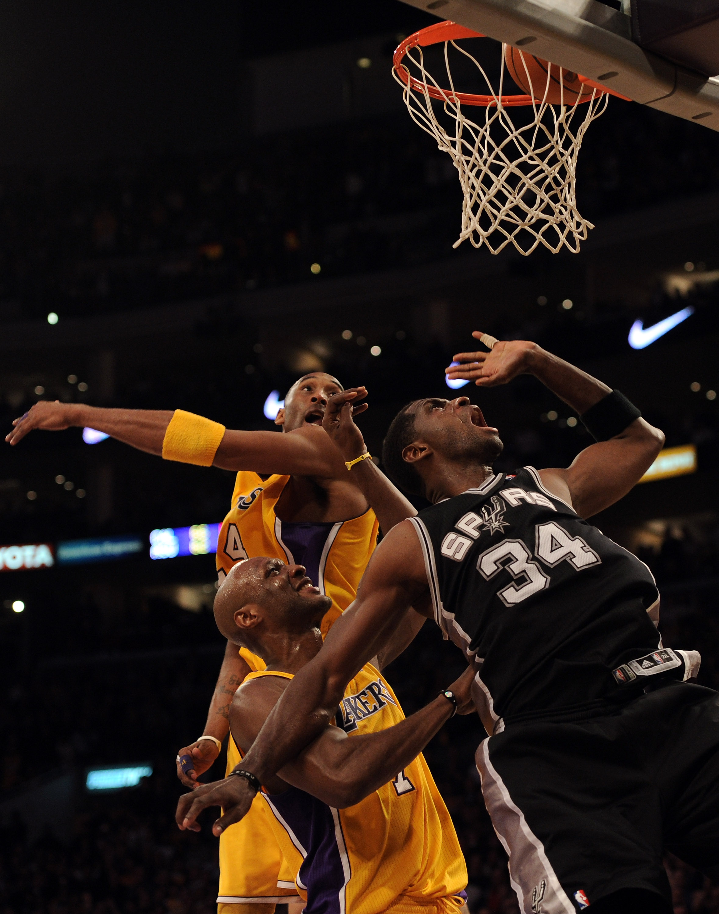 Antonio Mcdyess picked up a huge momentum win for San Antonio in L.A. last week