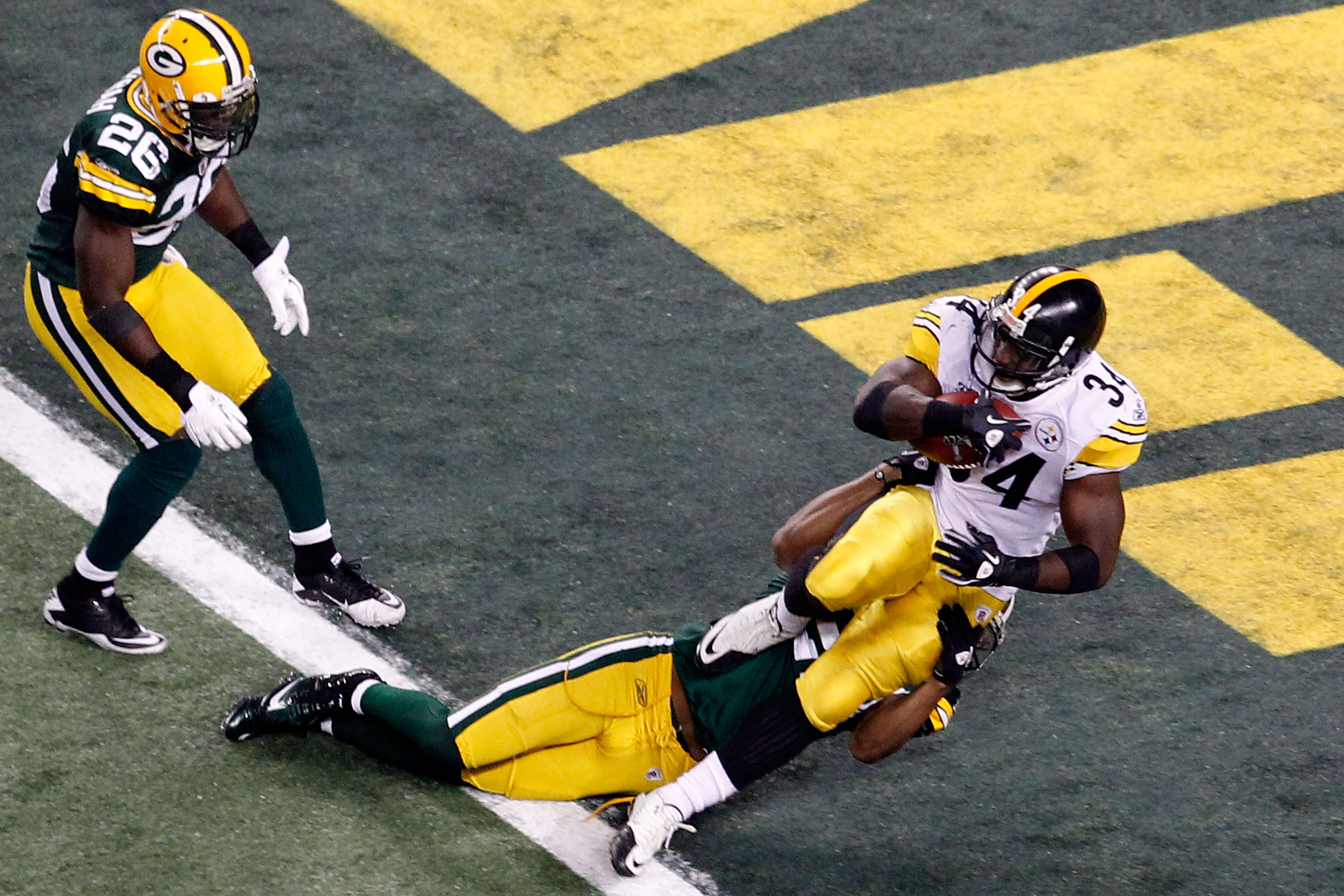 ARLINGTON, TX - FEBRUARY 06:  Rashard Mendenhall #34 of the Pittsburgh Steelers runs for an eight yard touchdown against the tackle of Pat Lee #22 of the Green Bay Packers in the third quarter of Super Bowl XLV at Cowboys Stadium on February 6, 2011 in Ar