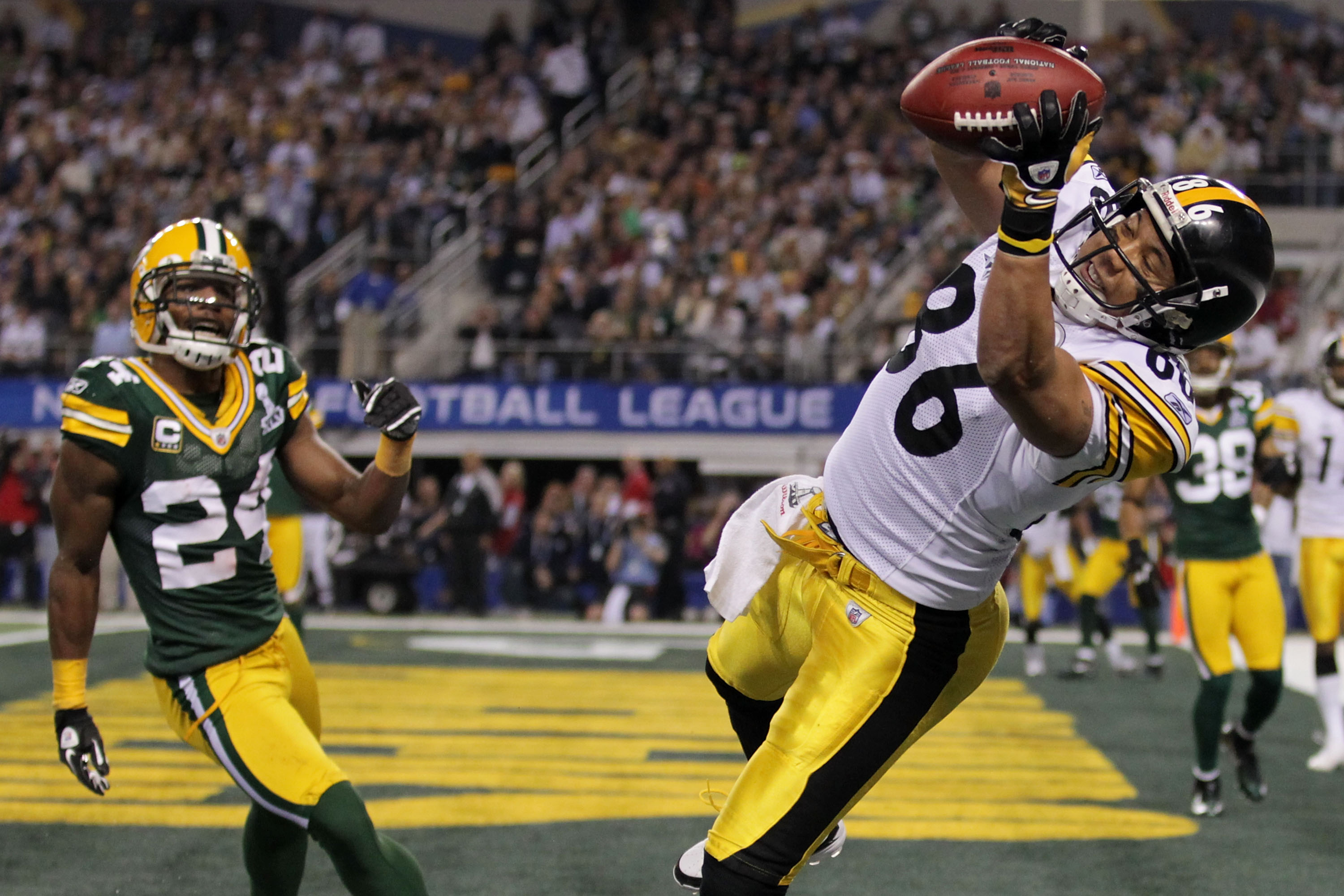 ARLINGTON, TX - FEBRUARY 06:  Hines Ward #86 of the Pittsburgh Steelers catches an eight yard touchdown pass in the second quarter against Jarrett Bush #24 of the Green Bay Packers in Super Bowl XLV at Cowboys Stadium on February 6, 2011 in Arlington, Tex