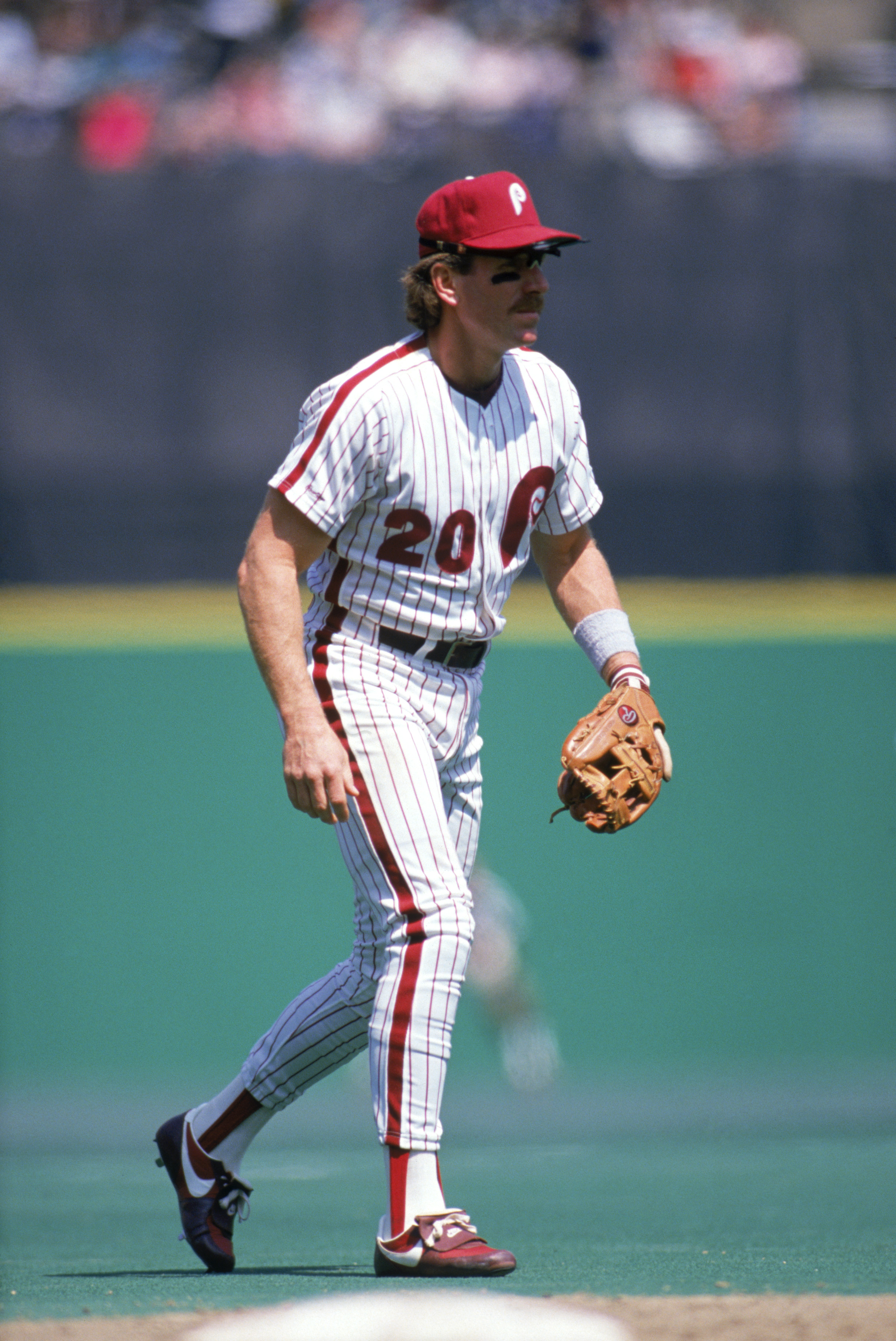 PHILADELPHIA - 1989:  Mike Schmidt #20 of the Philadelphia Phillies during a 1989 season game at Veterans Stadium in Philadelphia, Pennsylvania. (Photo by Rick Stewart/Getty Images)