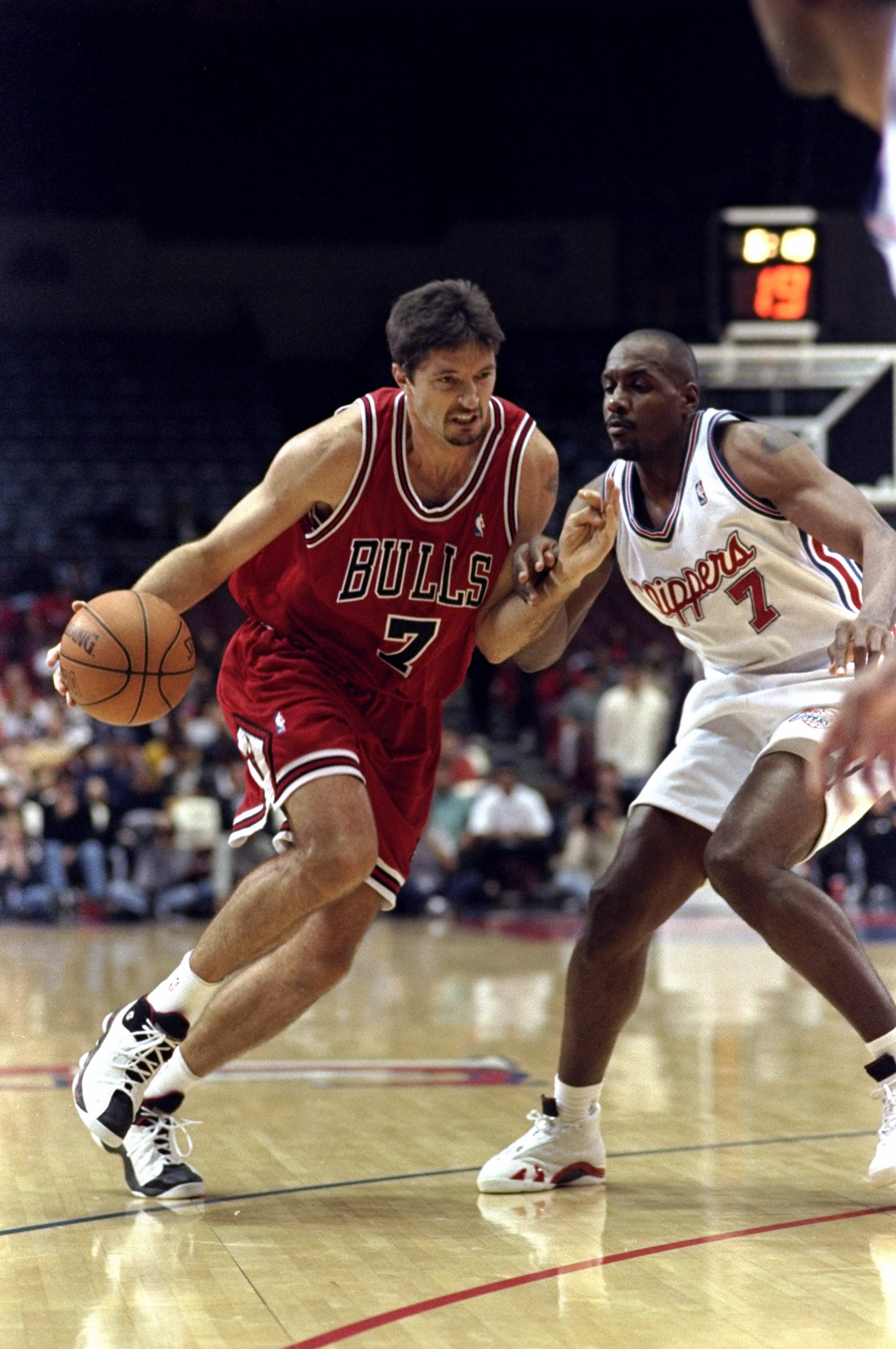 7 Feb 1999: Toni Kukoc #7 of the Chicago Bulls dribbles during the game against the Los Angeles Clippers at the LA Sports Arena in Los Angeles, California. The Bulls defeated the Clippers 89-84.  Mandatory Credit: Aubrey Washington  /Allsport