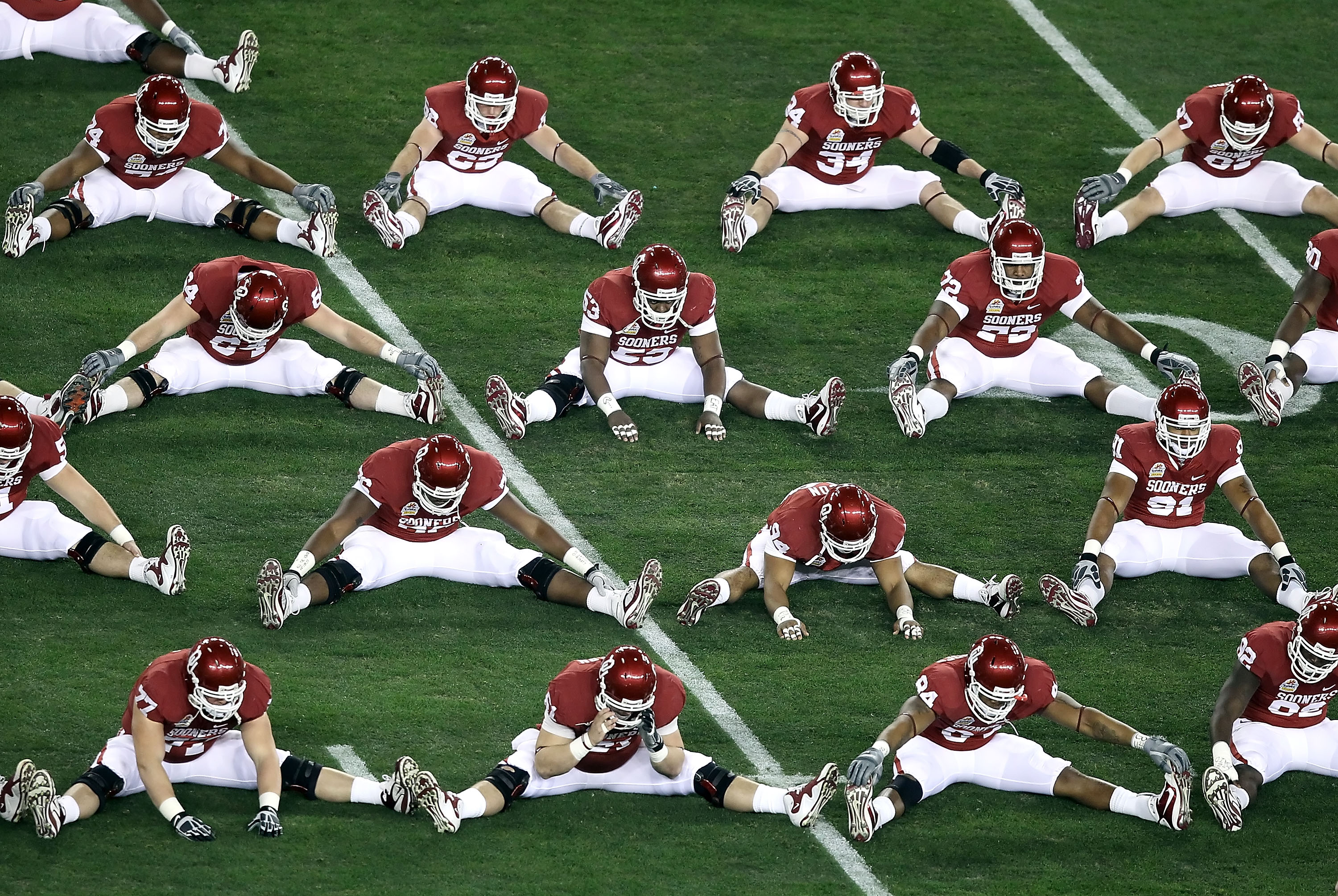 GLENDALE, AZ - JANUARY 01:  The Oklahoma Sooners warm up before the Tostitos Fiesta Bowl against the Connecticut Huskies at the Universtity of Phoenix Stadium on January 1, 2011 in Glendale, Arizona.  (Photo by Christian Petersen/Getty Images)