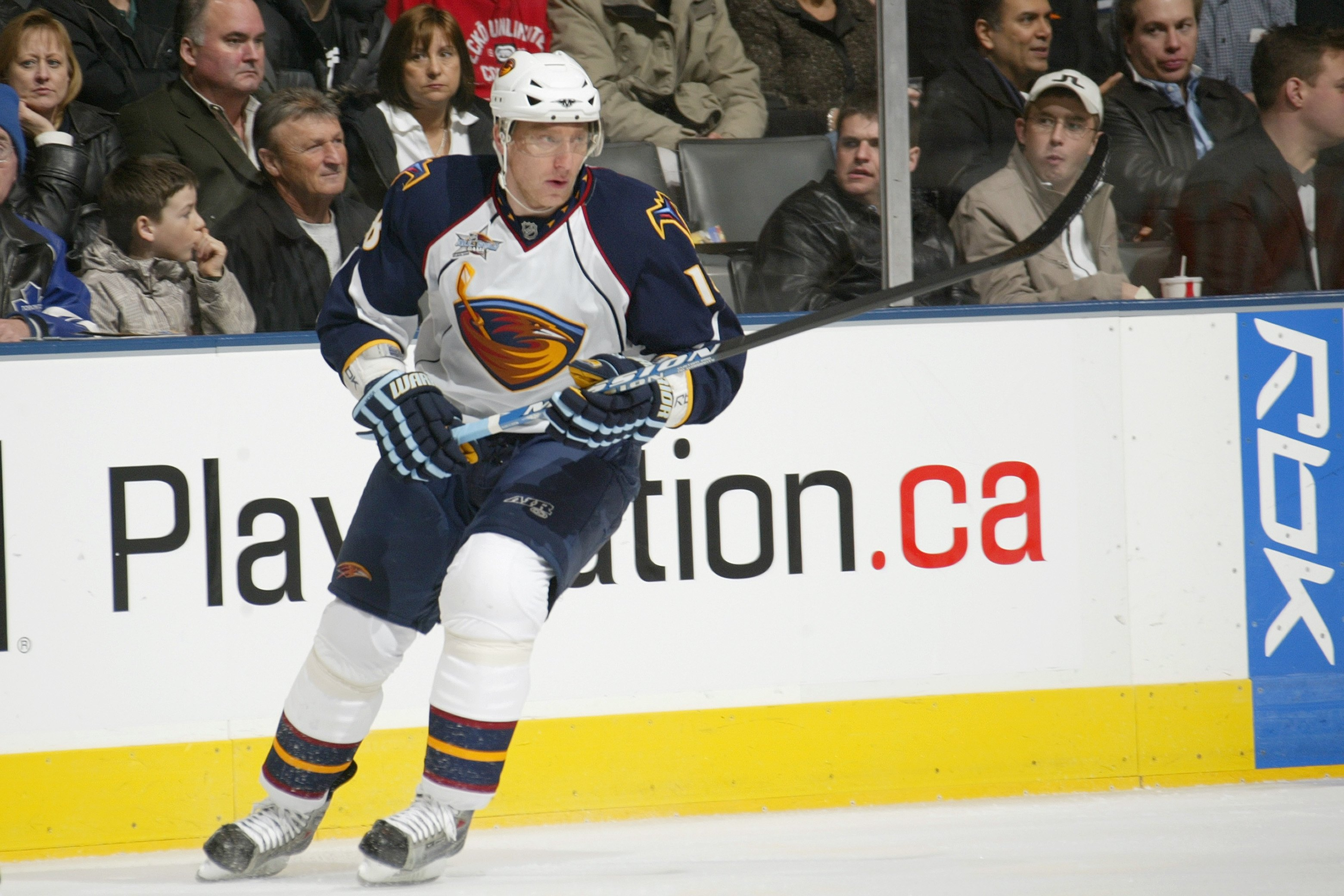 TORONTO - FEBRUARY 23:  Marian Hossa #18 of the Atlanta Thrashers skates against the Toronto Maple Leafs during their NHL game at Air Canada Centre on February 23, 2008 in Toronto, Ontario. (Photo by Dave Sandford/Getty Images)
