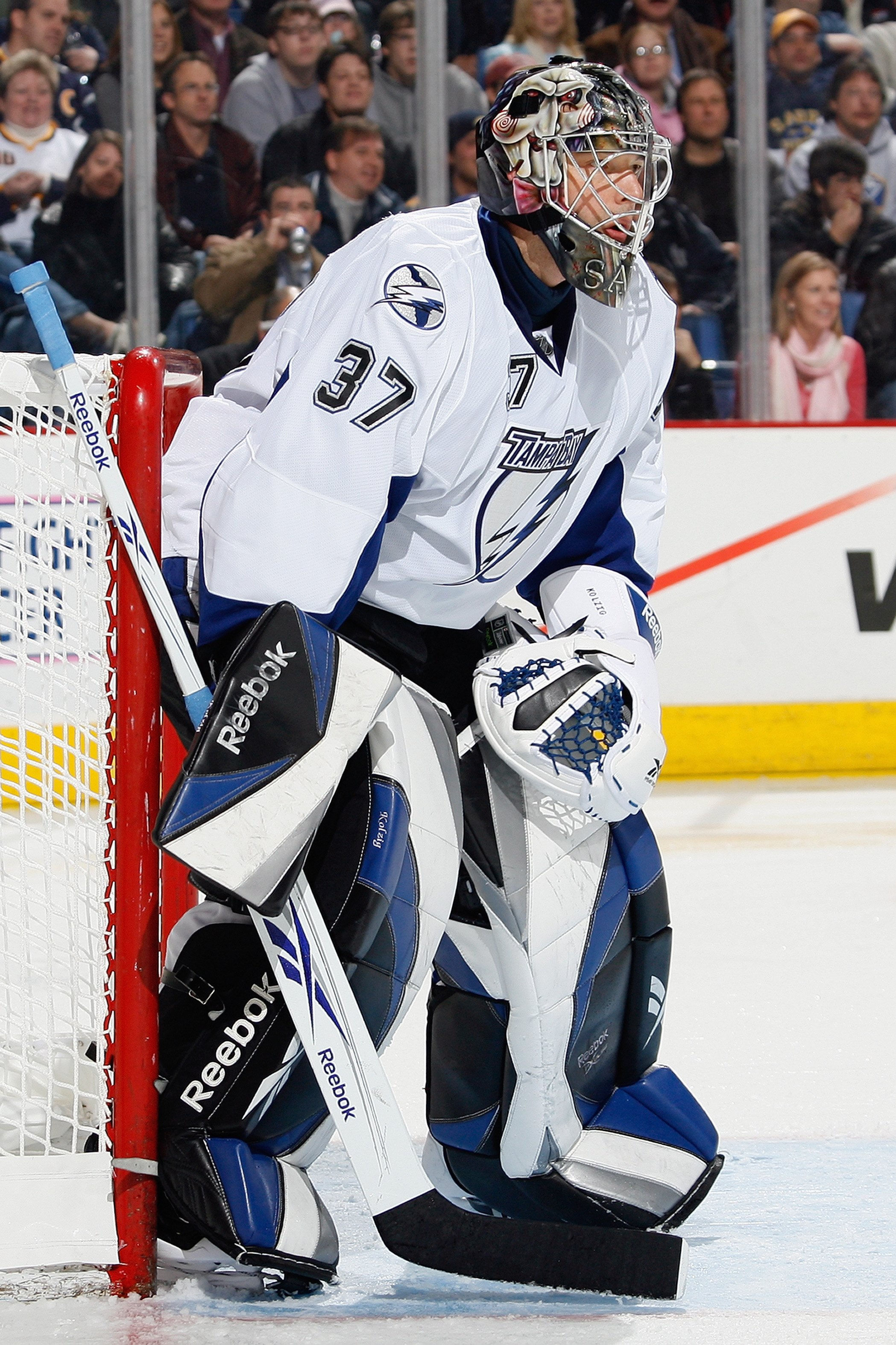 BUFFALO, NY - OCTOBER 30:  Olaf Kolzig #37 of the Tampa Bay Lightning defends the net during the game against the Buffalo Sabres on October 30, 2008 at HSBC Arena in Buffalo, New York. (Photo by Rick Stewart/Getty Images)