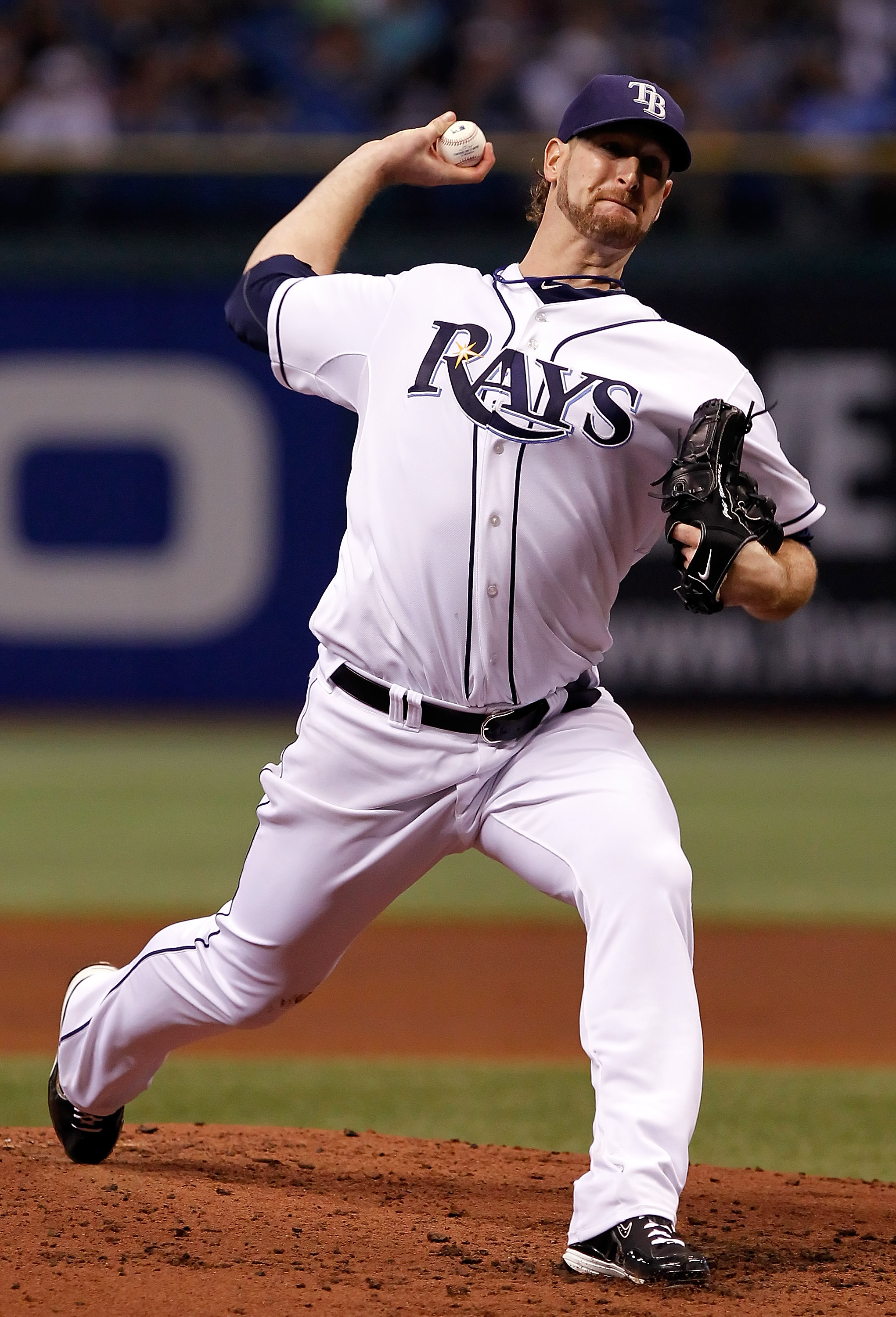 ST. PETERSBURG - SEPTEMBER 24:  Pitcher Jeff Niemann #34 of the Tampa Bay Rays pitches against the Seattle Mariners during the game at Tropicana Field on September 24, 2010 in St. Petersburg, Florida.  (Photo by J. Meric/Getty Images)