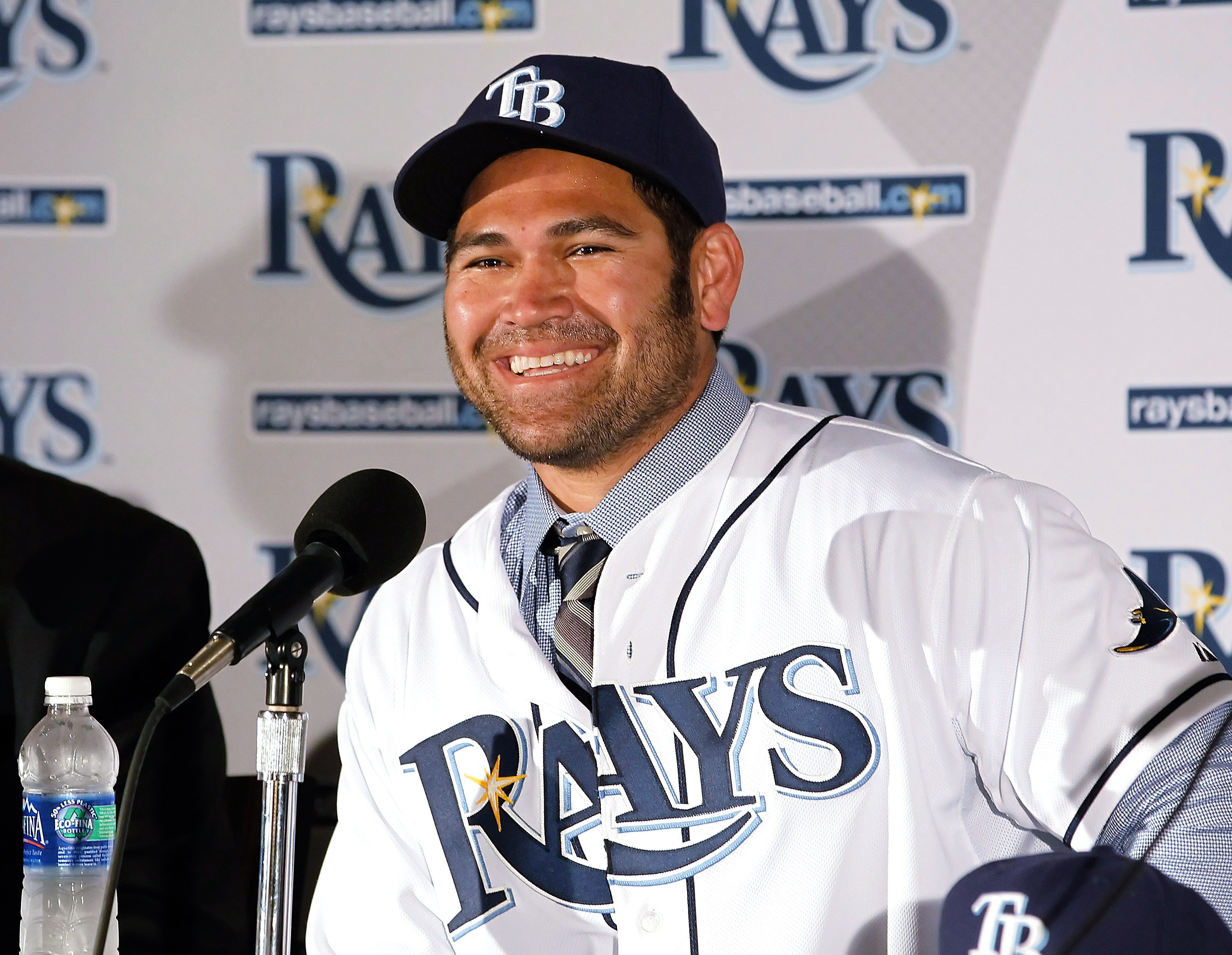 ST PETERSBURG, FL - FEBRUARY 01:  Johnny Damon #22 of the Tampa Bay Rays talks with reports during a press conference at Tropicana Field on February 1, 2011 in St. Petersburg, Florida.  (Photo by J. Meric/Getty Images)