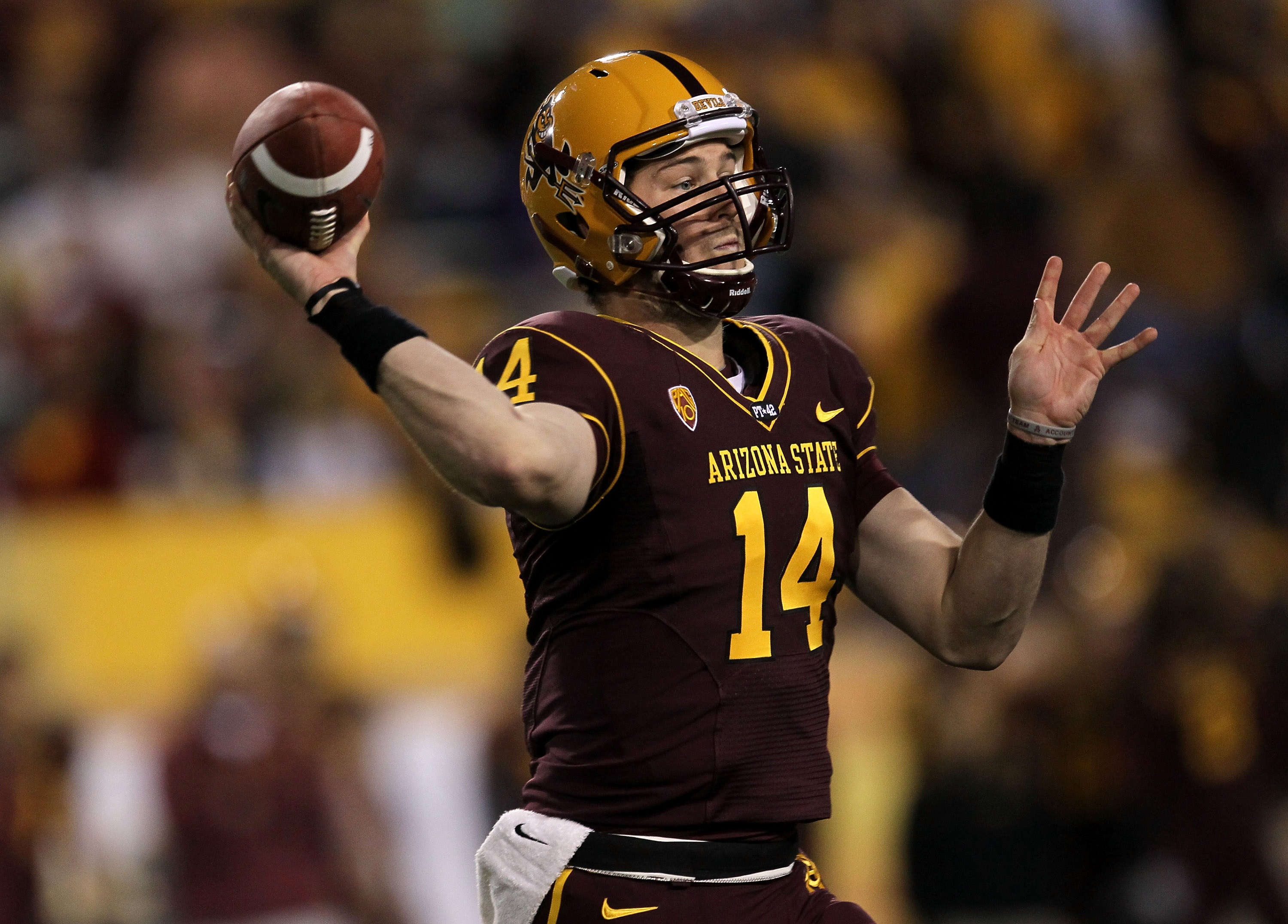 TEMPE, AZ - NOVEMBER 13:  Quarterback Steven Threet #14 of the Arizona State Sun Devils throws a pass against the Stanford Cardinal at Sun Devil Stadium on November 13, 2010 in Tempe, Arizona. (Photo by Stephen Dunn/Getty Images)