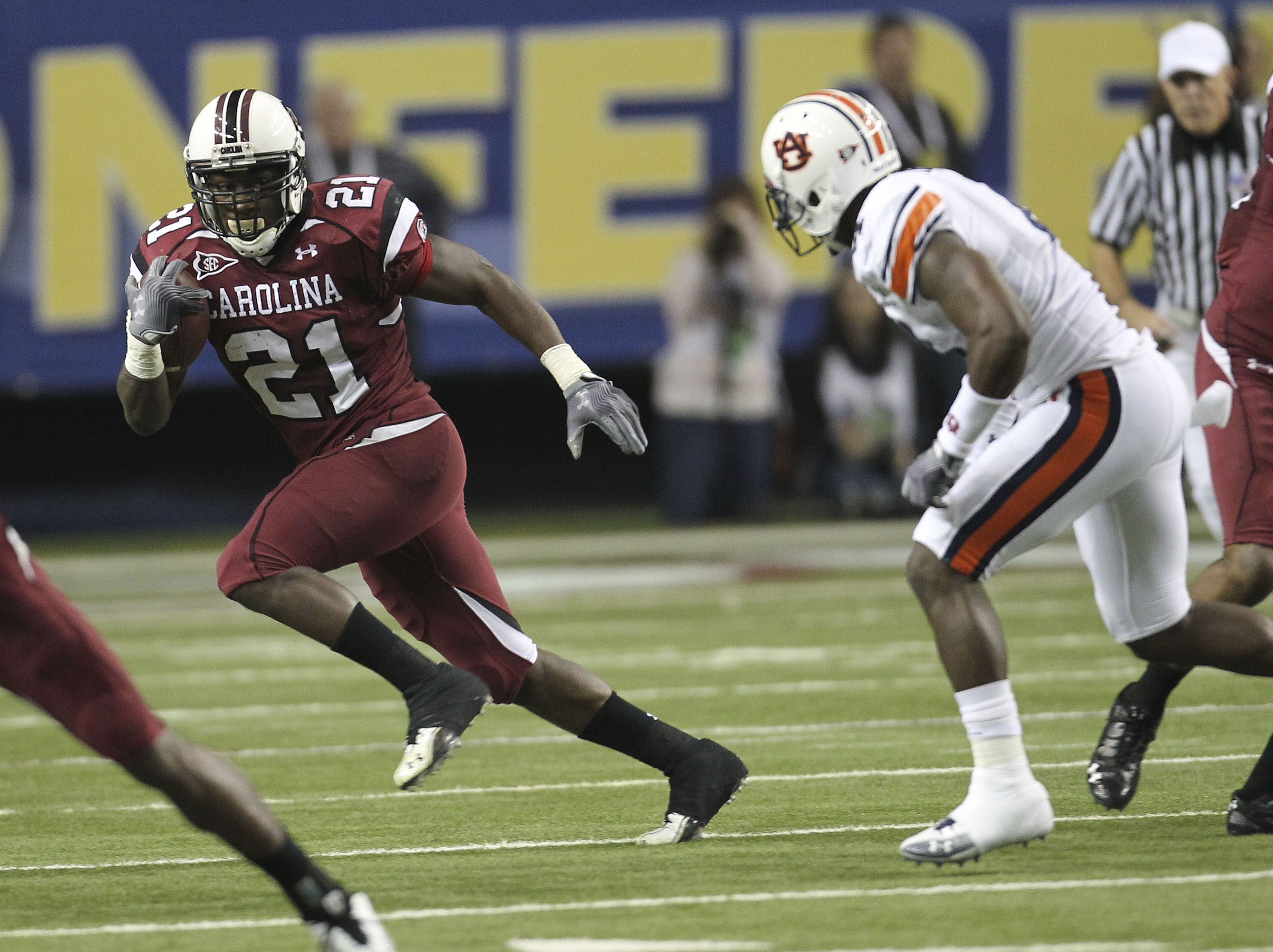 ATLANTA - DECEMBER 04:  Running back Marcus Lattimore #21 of the South Carolina Gamecocks runs with the ball during the 2010 SEC Championship against the Auburn Tigers at Georgia Dome on December 4, 2010 in Atlanta, Georgia.  (Photo by Mike Zarrilli/Getty