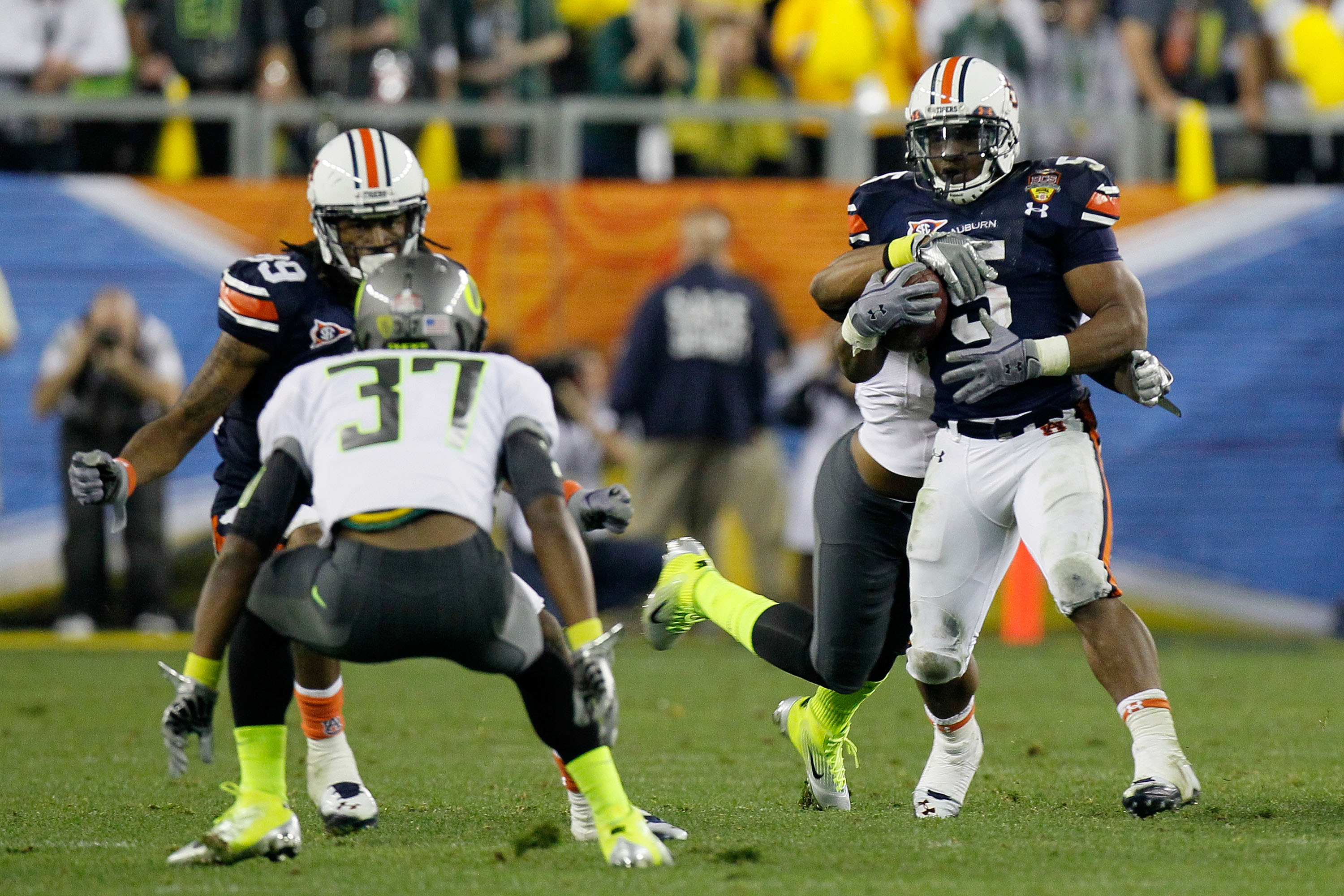 GLENDALE, AZ - JANUARY 10:  Michael Dyer #5 of the Auburn Tigers tries to avoid the tackle of the Oregon Ducks during the Tostitos BCS National Championship Game at University of Phoenix Stadium on January 10, 2011 in Glendale, Arizona.  (Photo by Kevin C
