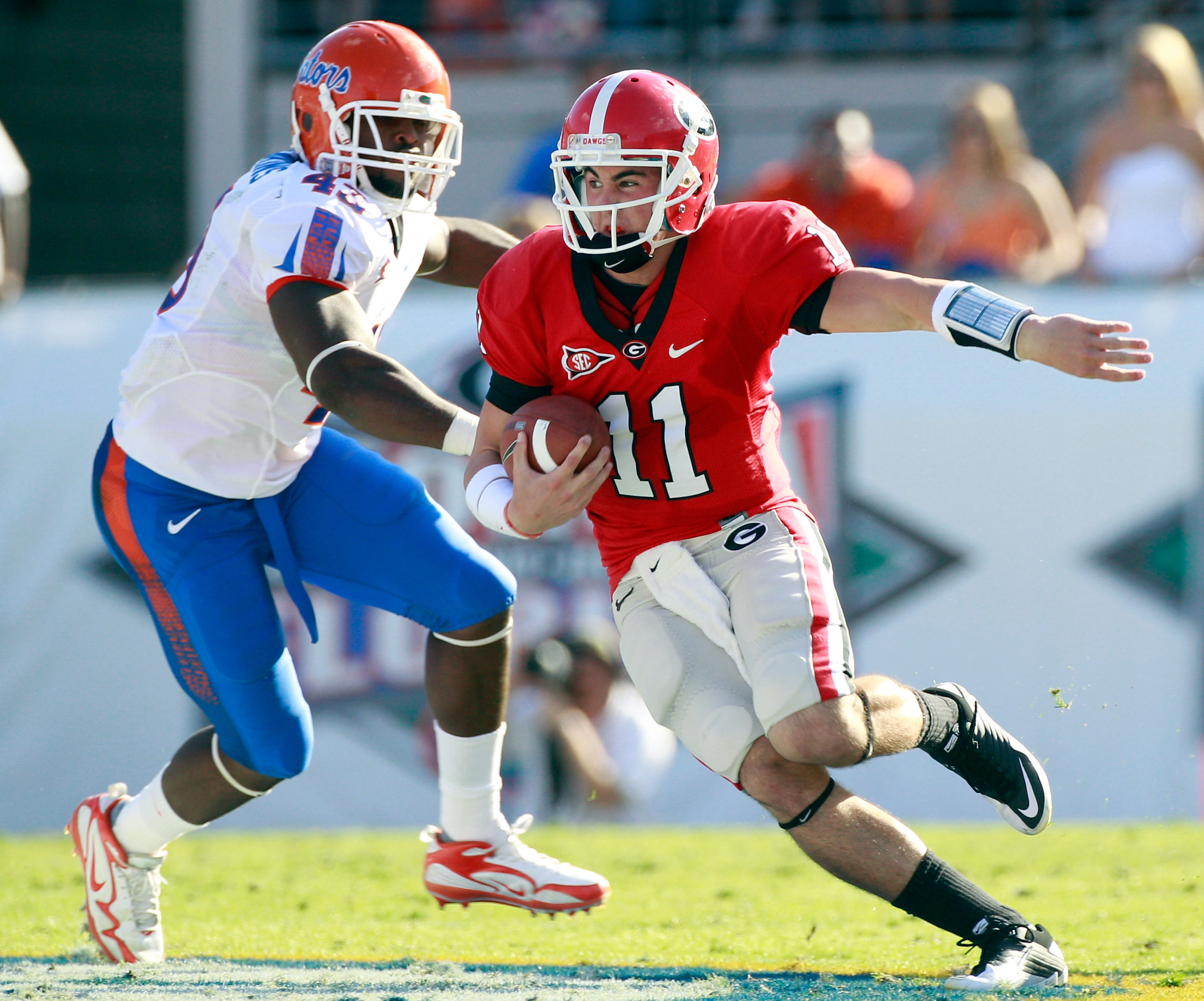 JACKSONVILLE, FL - OCTOBER 30:  Quarterback Aaron Murray #11 of the Georgia Bulldogs runs past Jelani Jenkins #43 of the Florida Gators during the game at EverBank Field on October 30, 2010 in Jacksonville, Florida.  (Photo by Sam Greenwood/Getty Images)