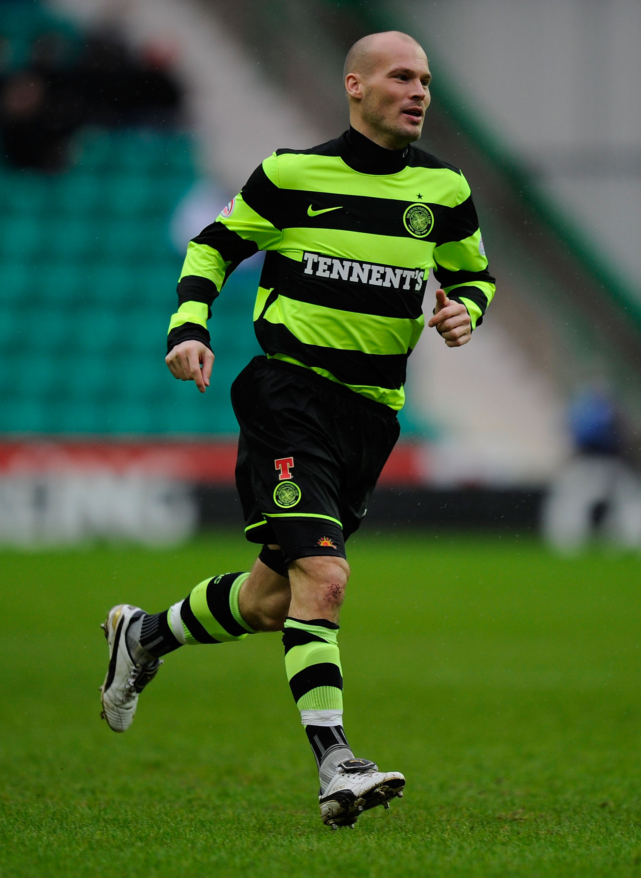 EDINBURGH, SCOTLAND - JANUARY 15:  Celtic forward Fredrik Ljungberg in action during the Clydesdale Bank Premier League match between Hibernian and Celtic at Easter Road on January 15, 2011 in Edinburgh, Scotland.  (Photo by Stu Forster/Getty Images)