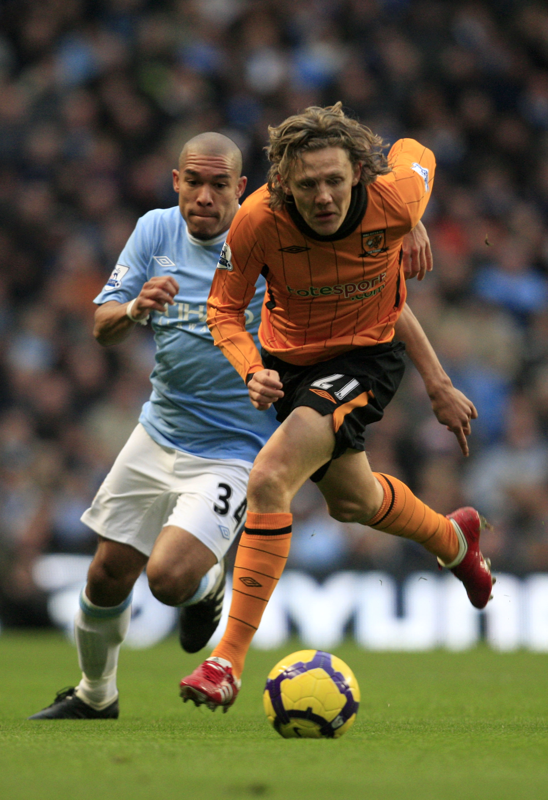 MANCHESTER, ENGLAND - NOVEMBER 28:  Jimmy Bullard of Hull City gets away from Nigel De Jong of Manchester City during the Barclays Premier League match between Manchester City and Hull City at the City of Manchester Stadium on November 28, 2009 in Manches