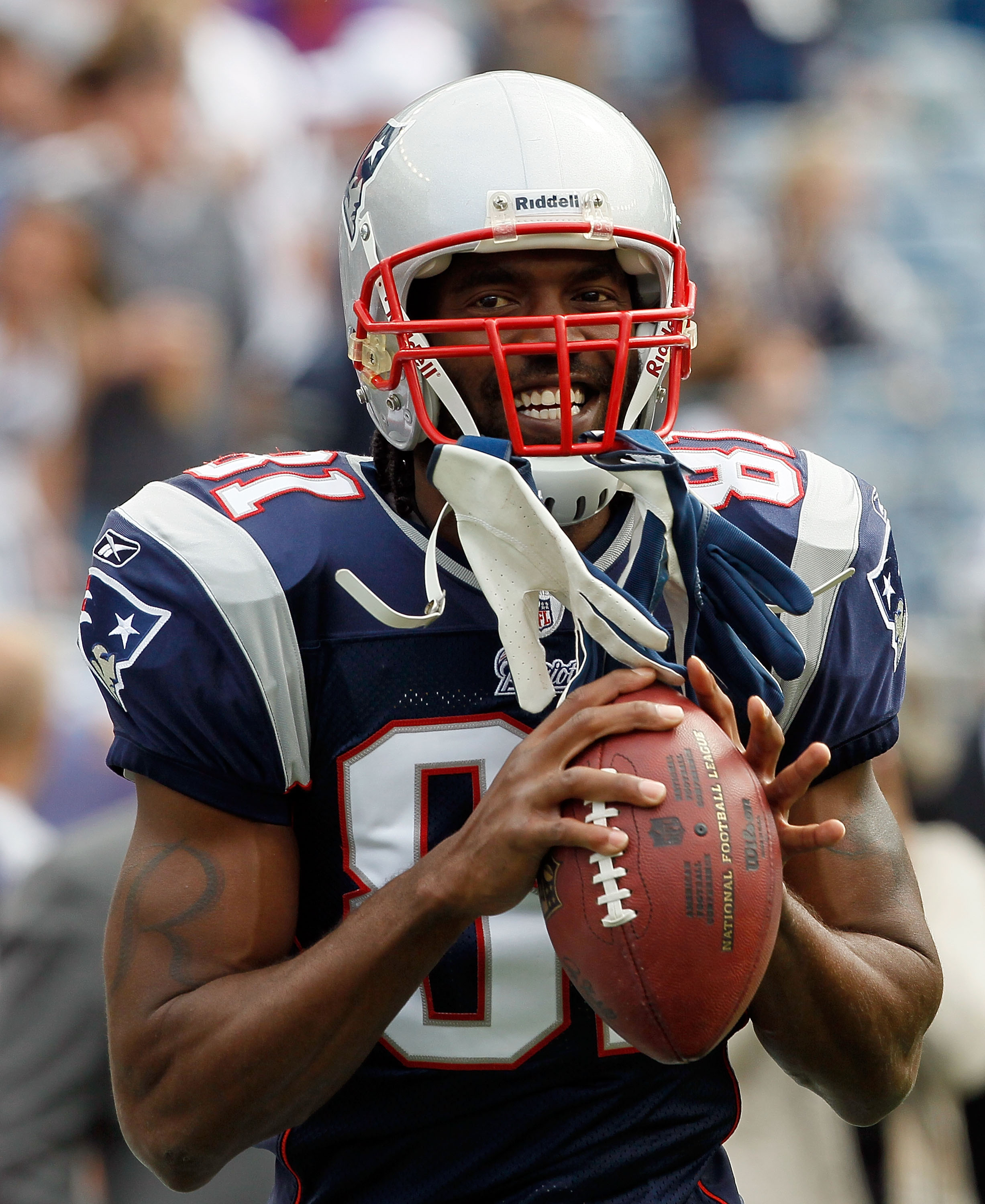 FOXBORO, MA - SEPTEMBER 26:  Randy Moss #81 of the New England Patriots participates in pregame drills before a game against the Buffalo Bills at Gillette Stadium on September 26, 2010 in Foxboro, Massachusetts. (Photo by Jim Rogash/Getty Images)