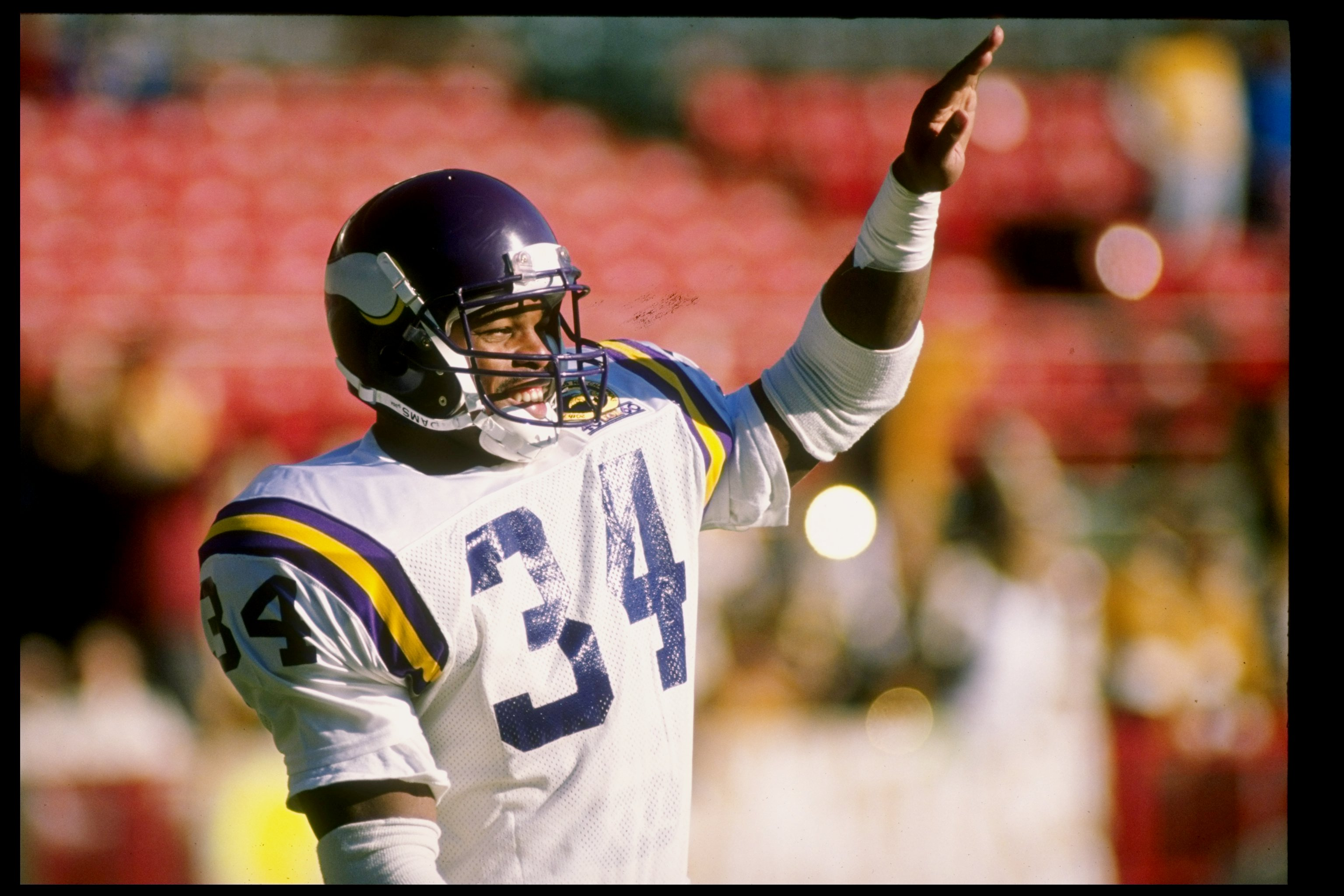 465e0e3ff89 26 Nov 1989: Running back Herschel Walker of the Minnesota Vikings looks on  during a