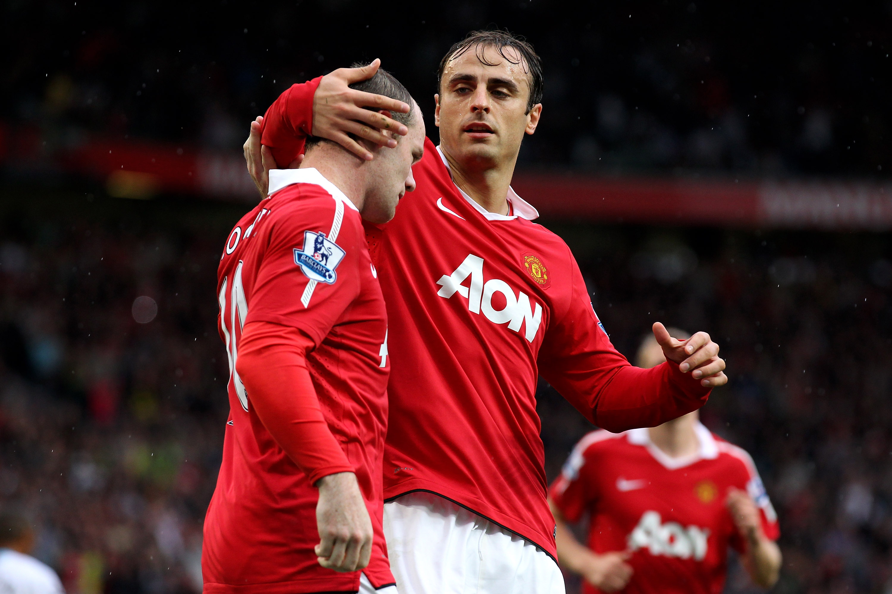 MANCHESTER, ENGLAND - AUGUST 28:  Wayne Rooney of Manchester United is congratulated by team mate Dimitar Berbatov (R) after scoring the opening goal during the Barclays Premier League match between Manchester United and West Ham United at Old Trafford on
