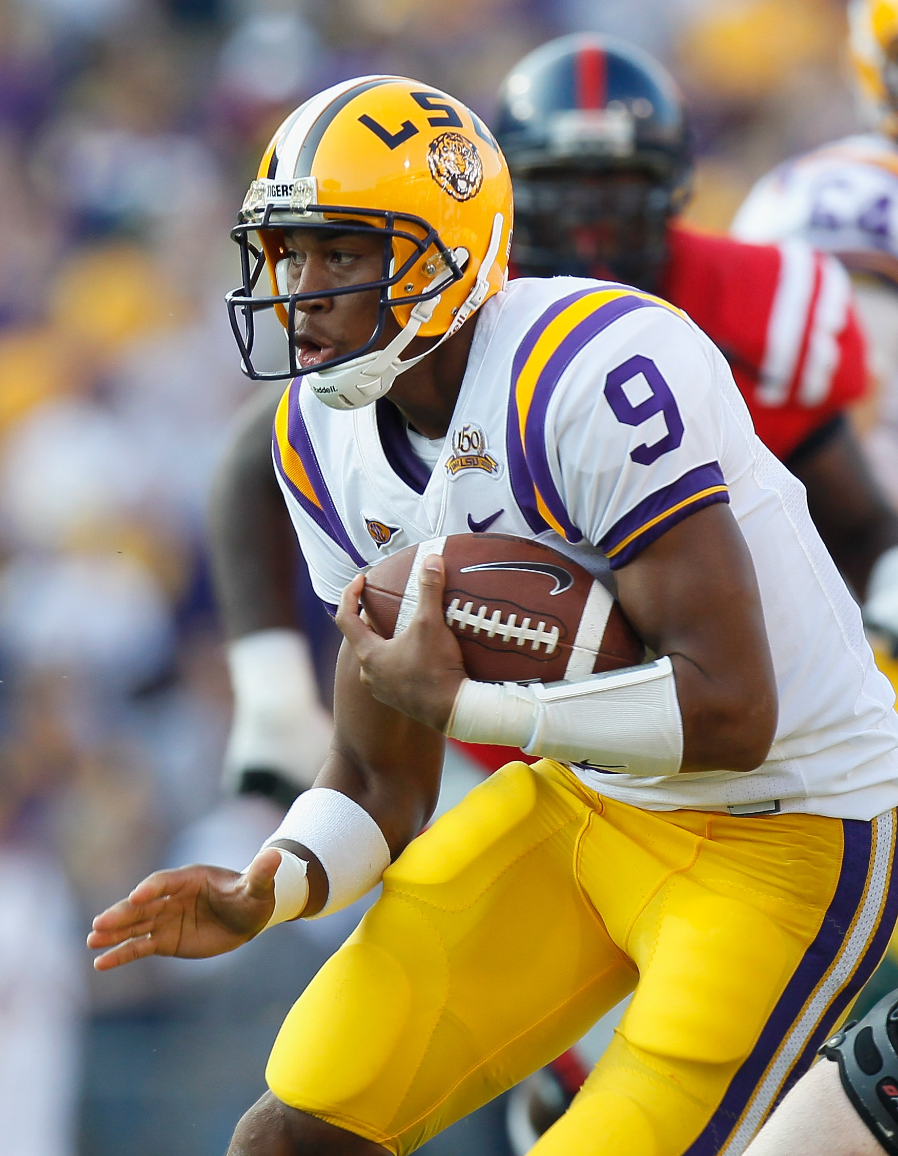 BATON ROUGE, LA - NOVEMBER 20:  Quarterback Jordan Jefferson #9 of the Louisiana State University Tigers against the Ole Miss Rebels at Tiger Stadium on November 20, 2010 in Baton Rouge, Louisiana.  (Photo by Kevin C. Cox/Getty Images)