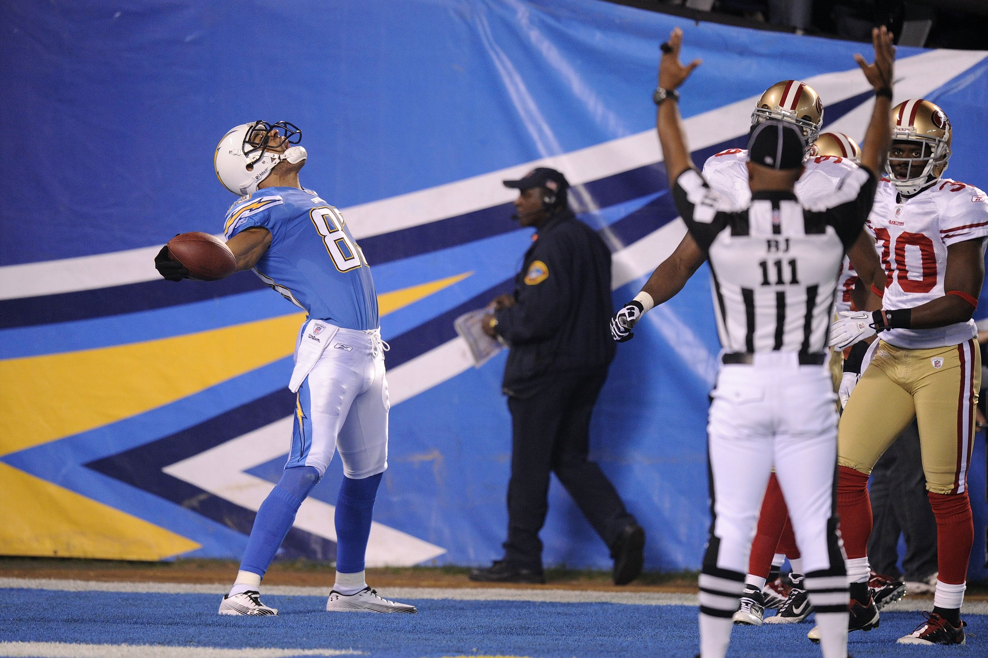 SAN DIEGO, CA - DECEMBER 16:  Wide receiver Vincent Jackson #83 of the San Diego Chargers celebrates scoring a touchdown in the first quarter against the San Francisco 49ers at Qualcomm Stadium on December 16, 2010 in San Diego, California.  (Photo by Har