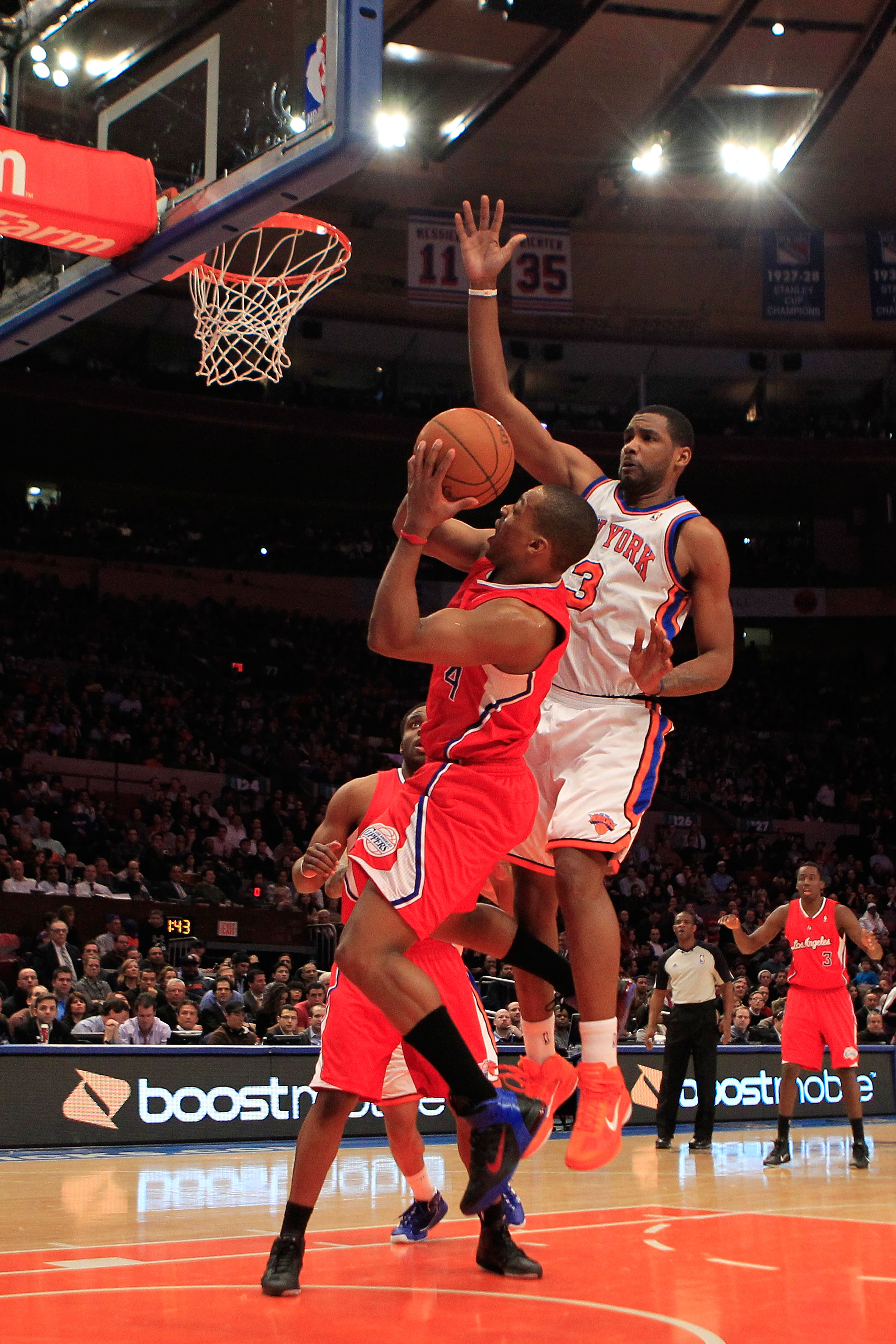 NEW YORK, NY - FEBRUARY 09:  Randy Foye #4 of the Los Angeles Clippers shoots the ball over Shawne Williams #3 of the New York Knicks at Madison Square Garden on February 9, 2011 in New York City. NOTE TO USER: User expressly acknowledges and agrees that,