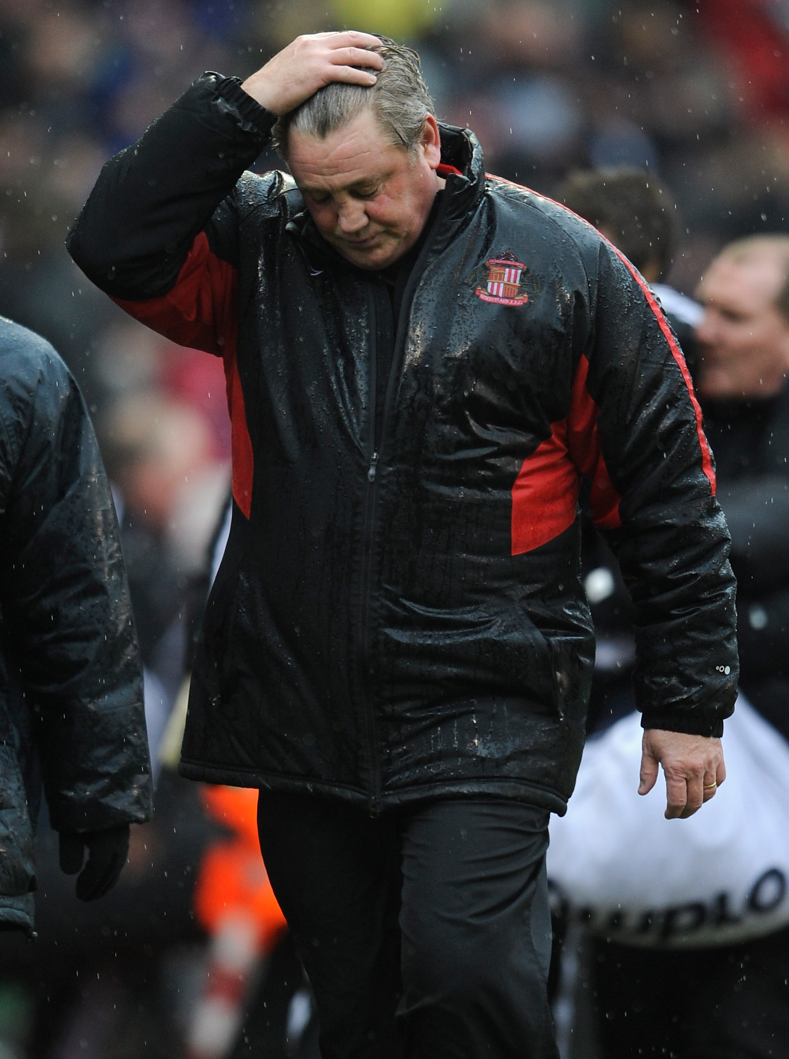 STOKE ON TRENT, ENGLAND - FEBRUARY 05: Sunderland manager Steve Bruce looks dejected after the Barclays Premier League match between Stoke City and Sunderland at the Britannia Stadium on February 5, 2011 in Stoke on Trent, England.  (Photo by Michael Rega