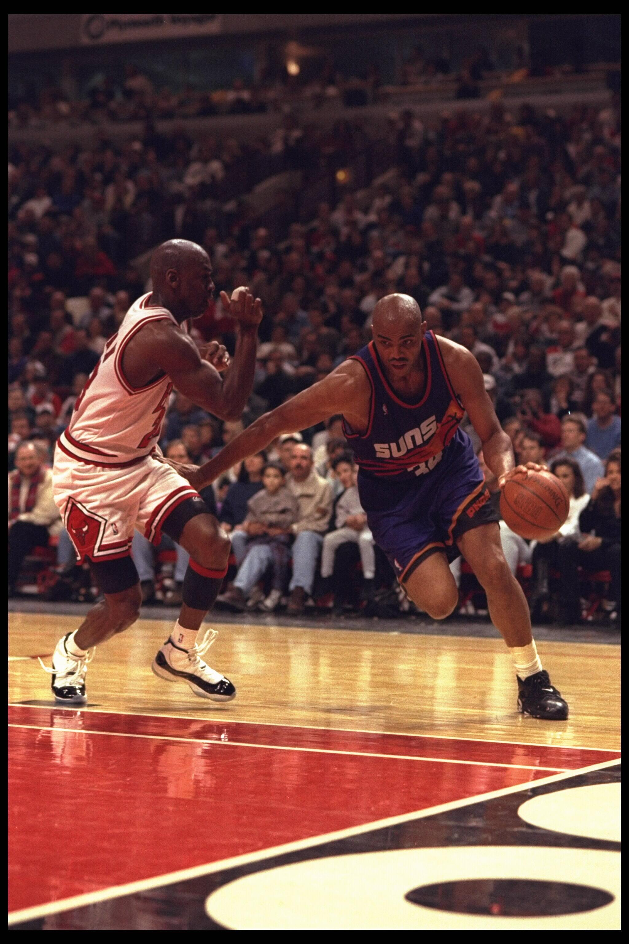 cc696a233f52 28 Jan 1996  Forward Charles Barkley  34 of the Phoenix Suns drives hard  around
