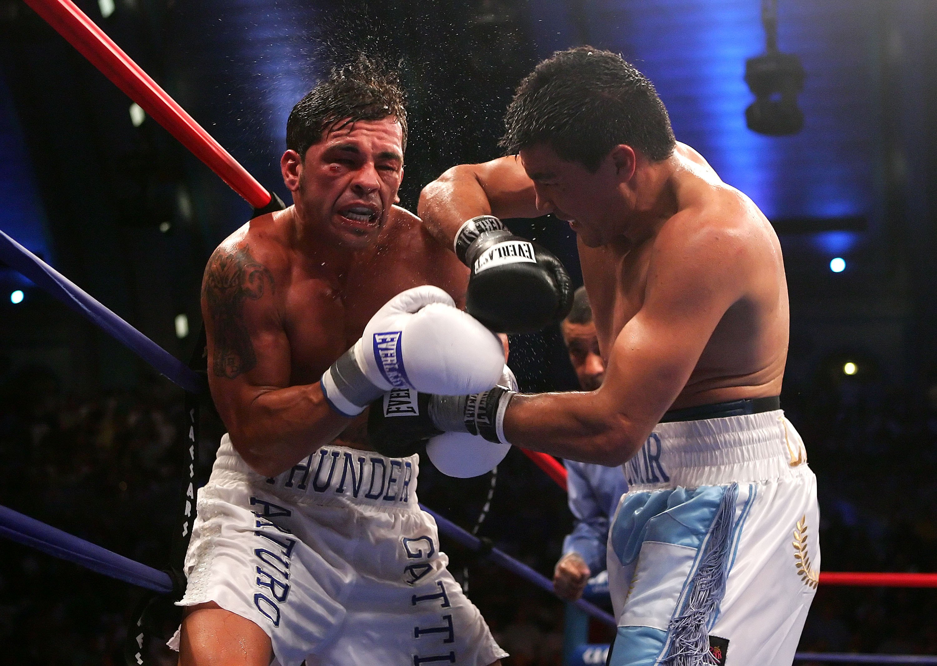 ATLANTIC CITY, NJ - JULY 22:  Carlos Baldomir lands an elbow against Arturo Gatti during their WBC/IBA Welterweight Championship fight at Boardwalk Hall July 22, 2006 in Atlantic City, New Jersey.  (Photo by Al Bello/Getty Images)