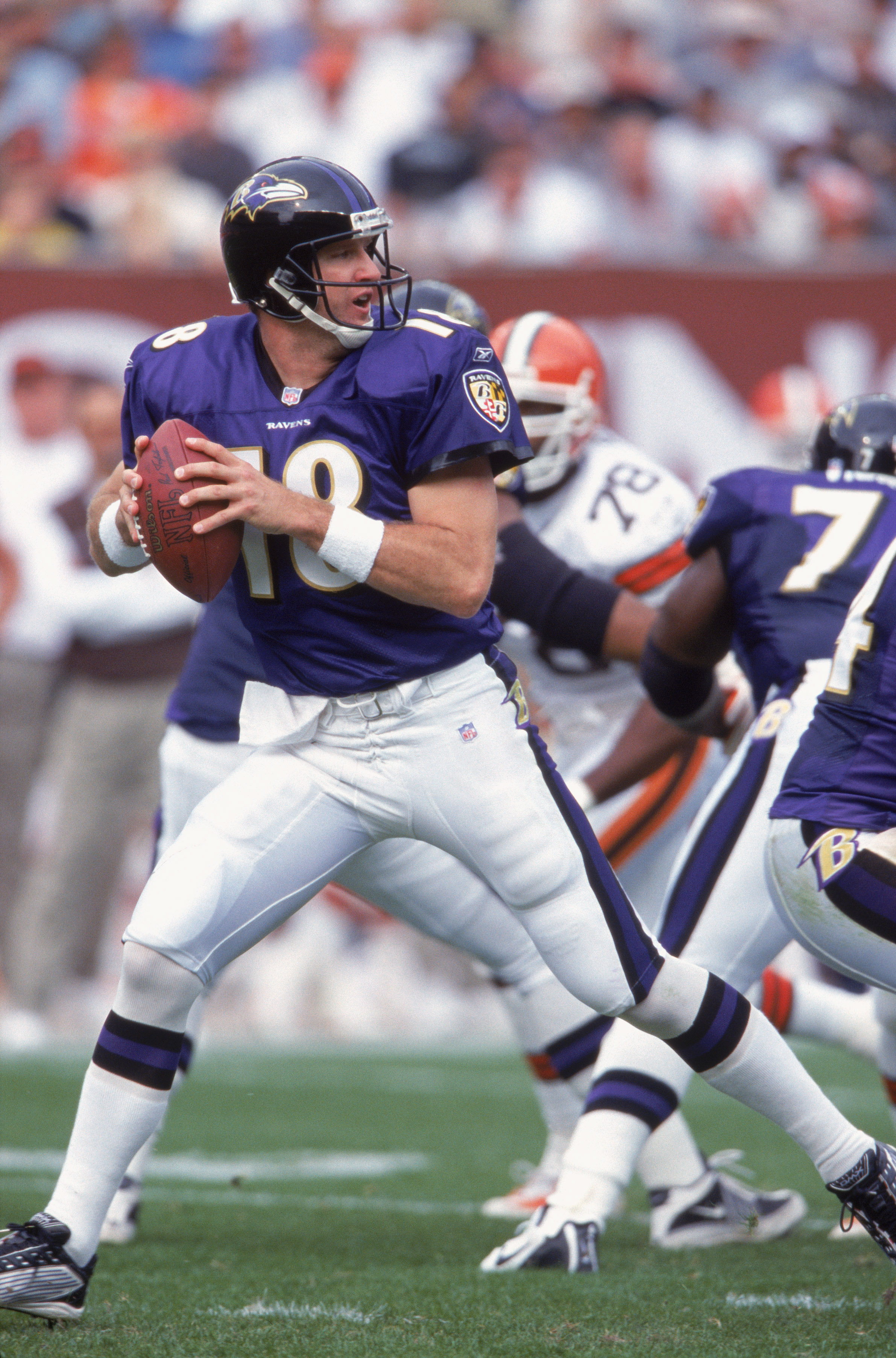 21 Oct 2001:  Quarterback Elvis Grbac #18 of the Baltimore Ravens moves back to pass the ball during the game against the Cleveland Browns at Browns Stadium in Cleveland, Ohio. The Browns defeated the Ravens 24-14.Mandatory Credit:  Tom Pidgeon /Allsport