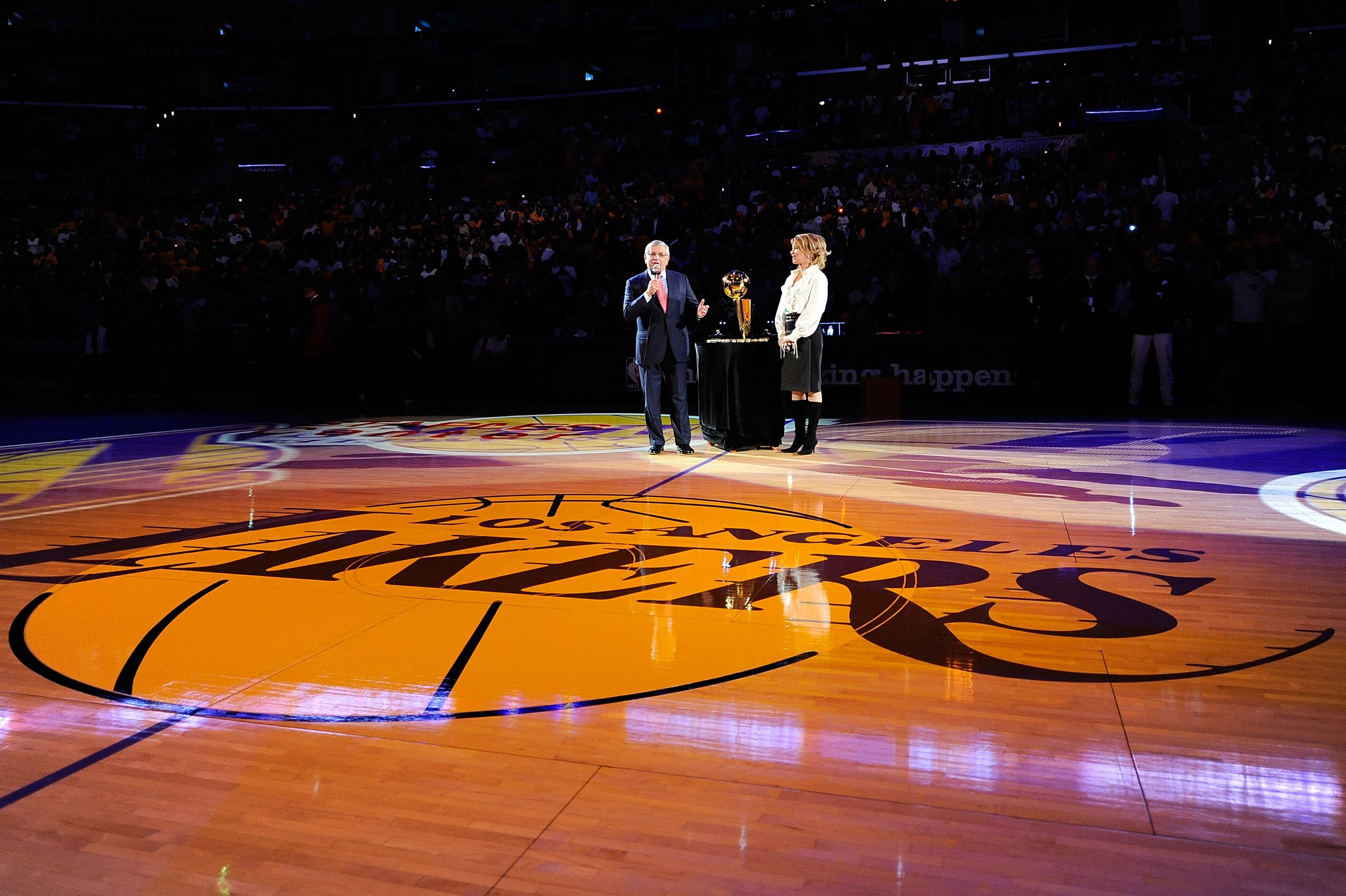 LOS ANGELES, CA - OCTOBER 27:  NBA Commissioner David Stern (L) and Los Angeles Lakers Executive Vice President of Business Operations Jeanie Buss address the crowd before presenting the Los Angeles Lakers with the 2009 NBA Championship rings before the s