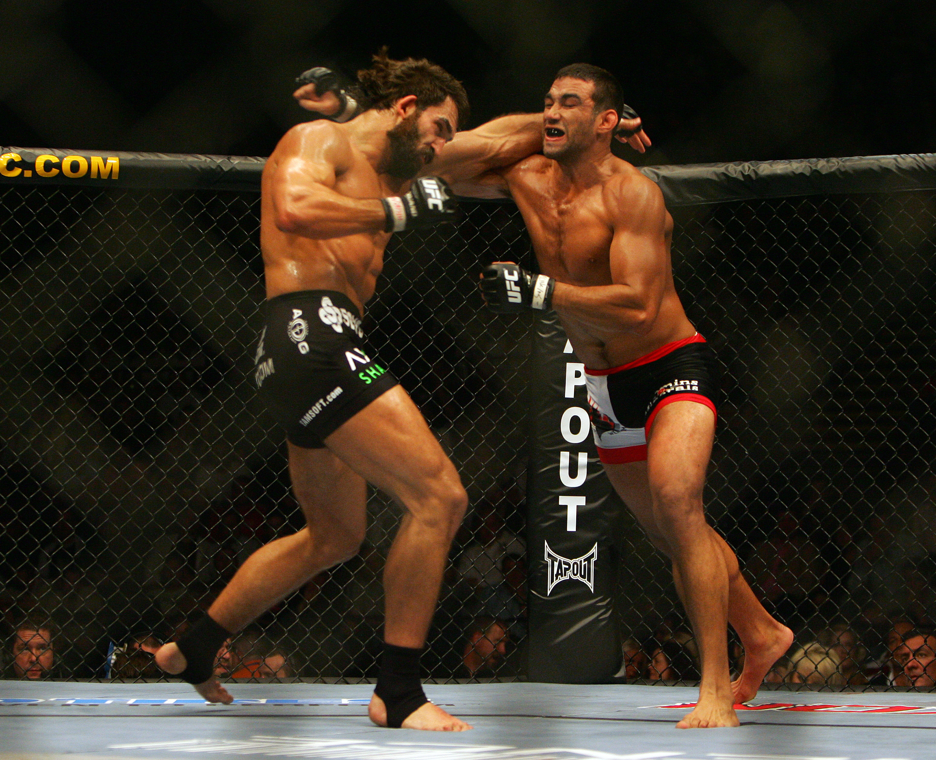 MANCHESTER, UNITED KINGDOM - APRIL 21: Andrei Arlovski of USA and Fabricio Werdum of Brazil in action during a Heavyweight bout of the Ultimate Fighting Championship at the Manchester Evening News Arena on April 21, 2007 in Manchester, England (Photo by G