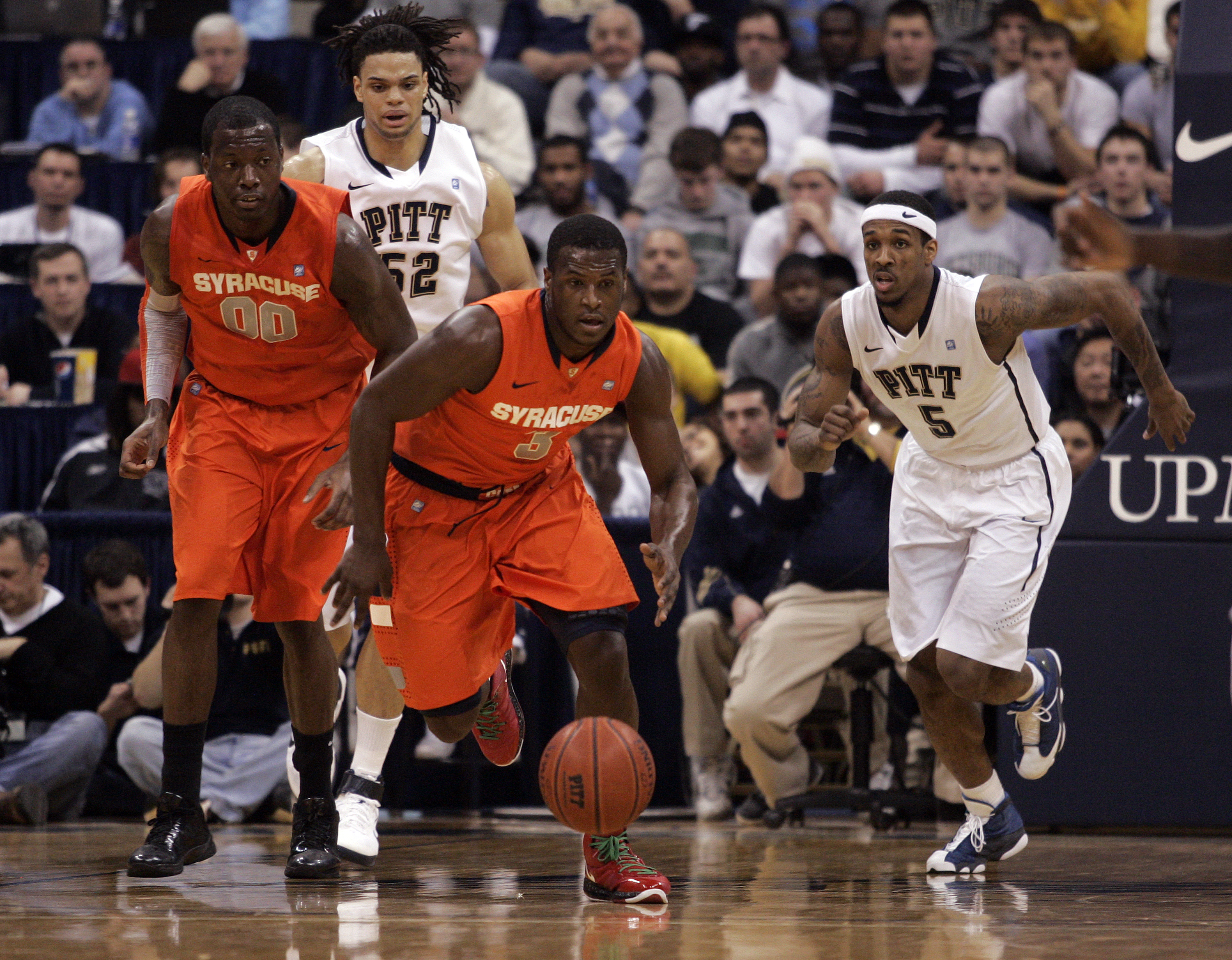 PITTSBURGH, PA - JANUARY 17:  Dion Waiters #3 of the Syracuse Orange pursues a loose ball against the Pittsburgh Panthers at Petersen Events Center on January 17, 2011 in Pittsburgh, Pennsylvania.  (Photo by Justin K. Aller/Getty Images)