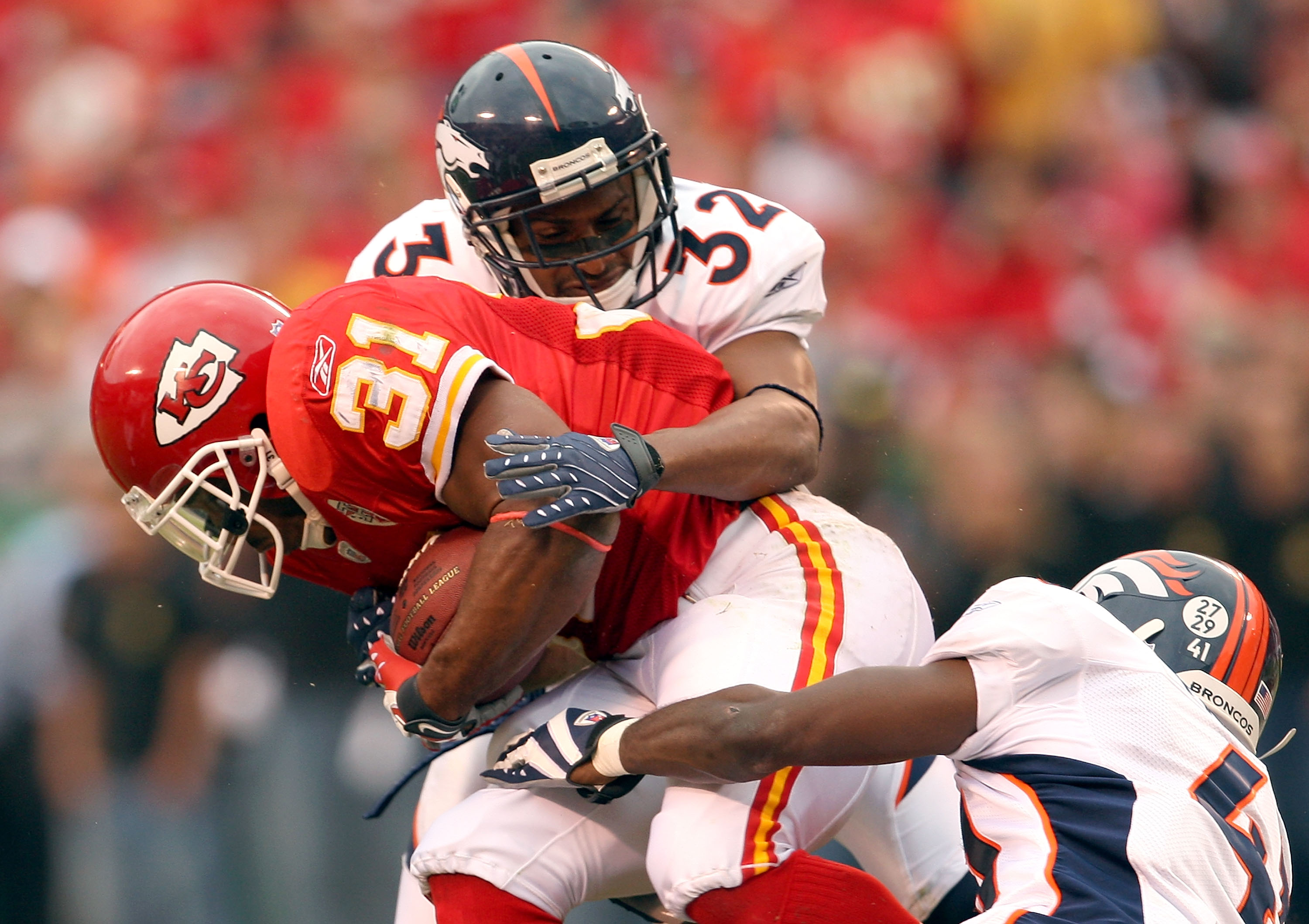 KANSAS CITY, MO - NOVEMBER 11:  Priest Holmes #31 of the Kansas City Chiefs carries the ball as Dre Bly #32 of the Denver Broncos defends during the first half of the game on November 11, 2007 at Arrowhead Stadium in Kansas City, Missouri.  (Photo by Jami
