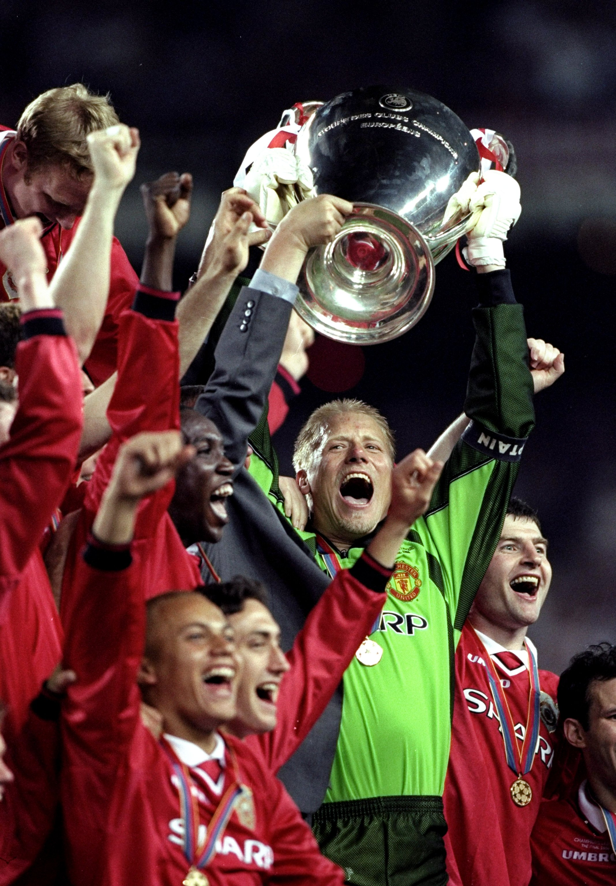 26 May 1999:  Peter Schmeichel lifts the trophy after a 2-1 victory over Bayern Munich in his last game for Manchester United in the UEFA Champions League Final at the Nou Camp in Barcelona, Spain. United scored twice in injury time to win 2-1. \ Mandator