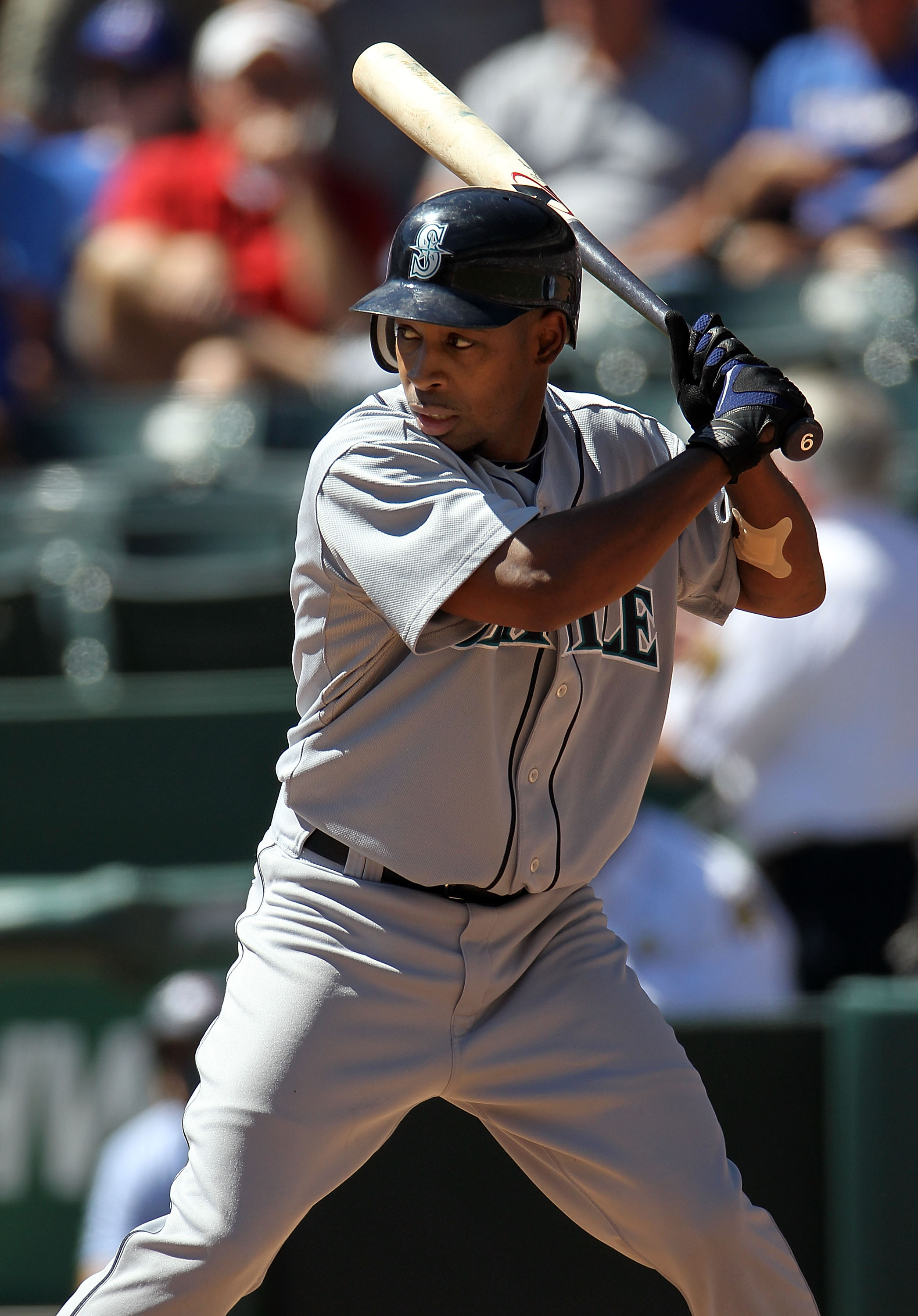 ARLINGTON, TX - SEPTEMBER 29:  Chone Figgins #9 of the Seattle Mariners at Rangers Ballpark in Arlington on September 29, 2010 in Arlington, Texas.  (Photo by Ronald Martinez/Getty Images)