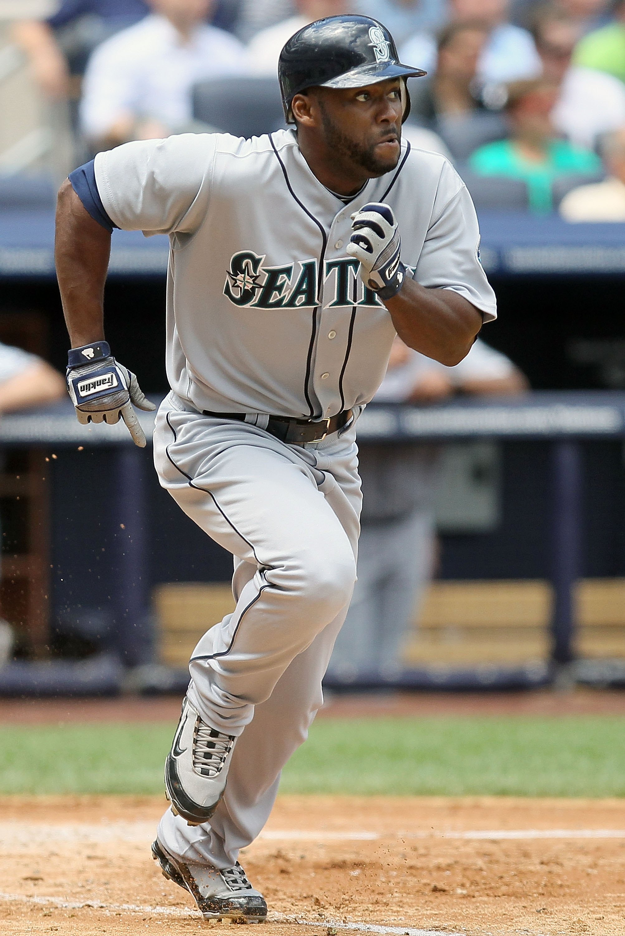 NEW YORK - JULY 01:  Milton Bradley #15 of the Seattle Mariners runs against the New York Yankees on July 1, 2010 at Yankee Stadium in the Bronx borough of New York City. The Yankees defeated the Mariners 4-2.  (Photo by Jim McIsaac/Getty Images)