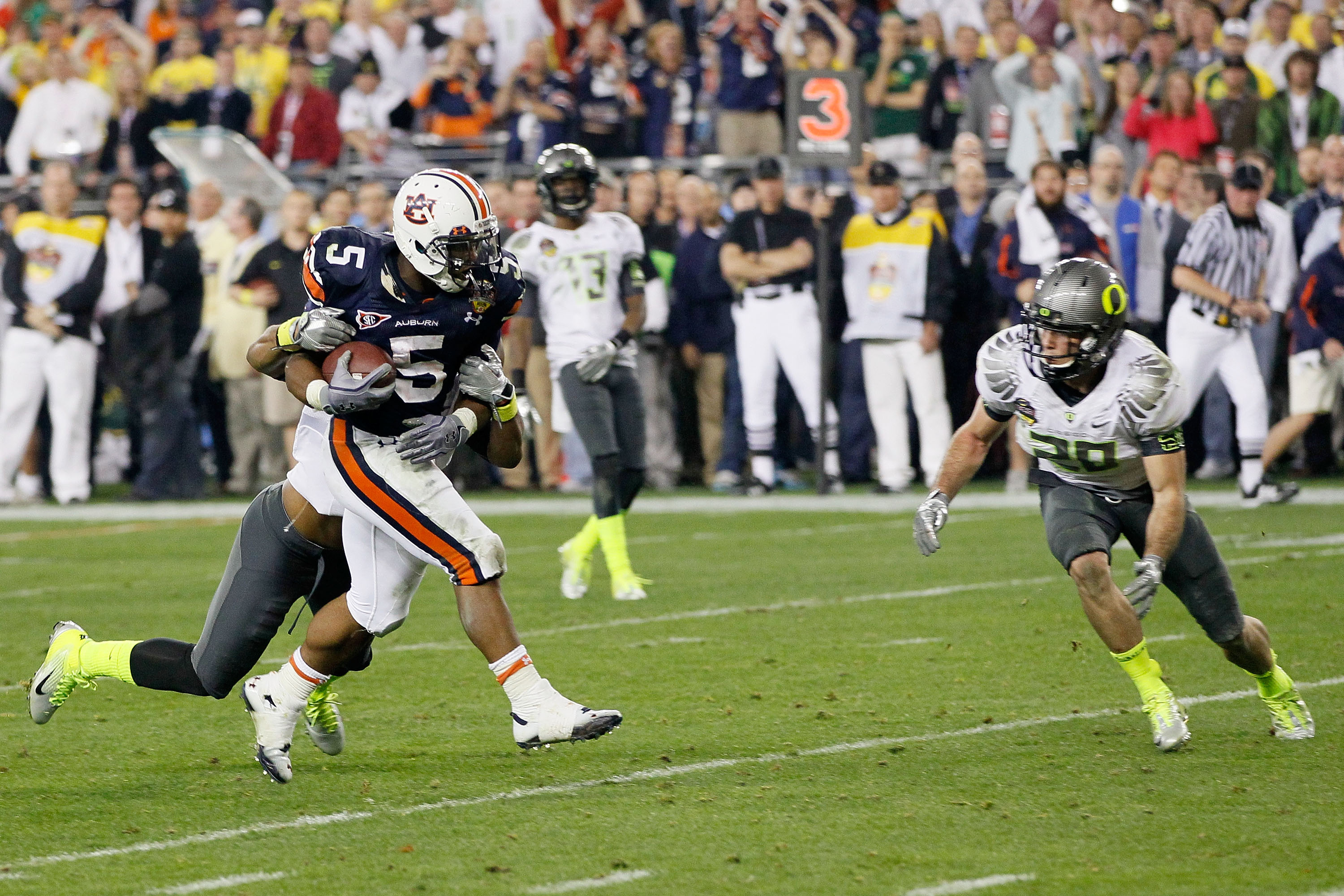 GLENDALE, AZ - JANUARY 10:  Michael Dyer #5 of the Auburn Tigers runs down field against the Oregon Ducks during the Tostitos BCS National Championship Game at University of Phoenix Stadium on January 10, 2011 in Glendale, Arizona.  (Photo by Kevin C. Cox