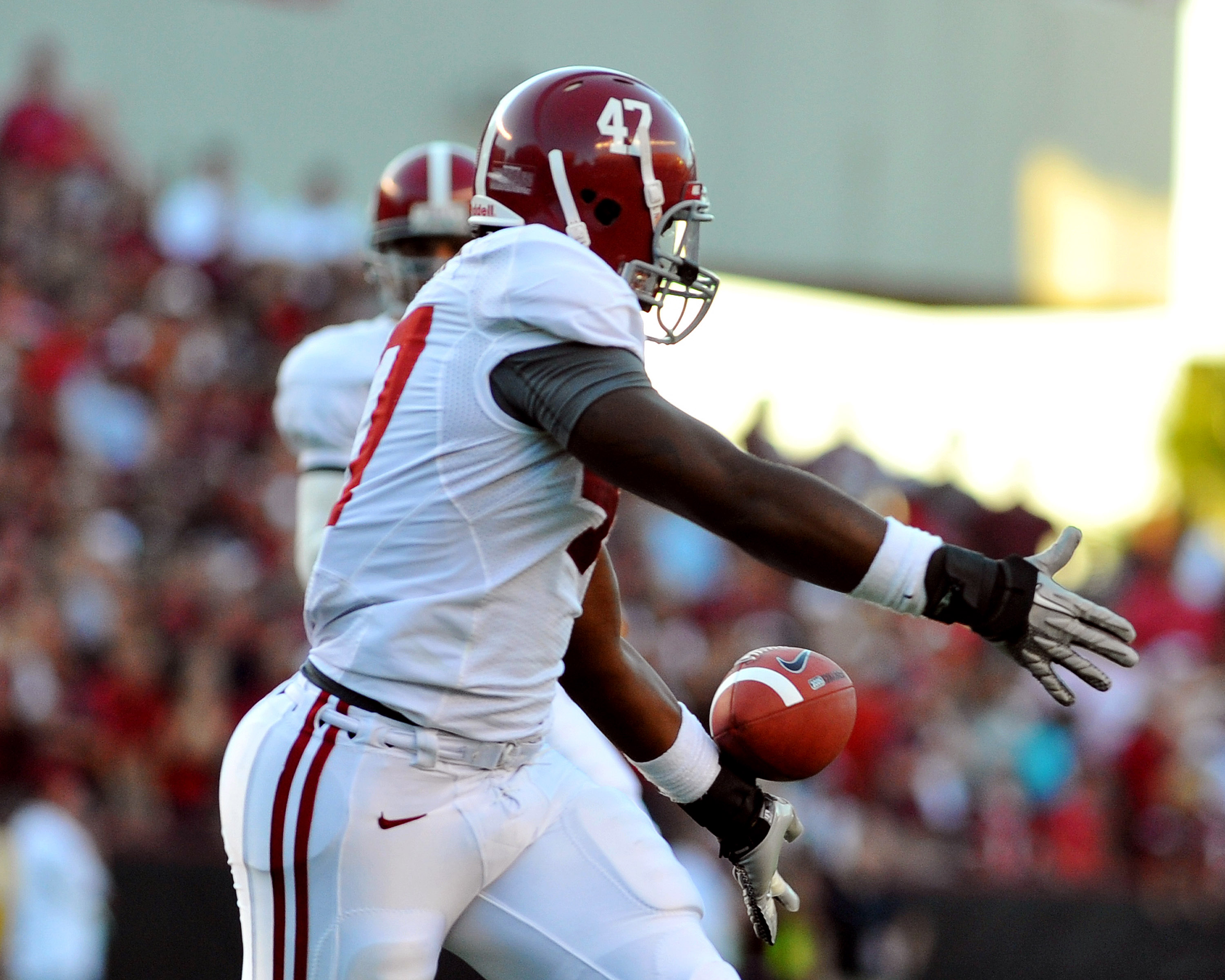 COLUMBIA, SC - OCTOBER 9: Linebacker Ed Stinson #47 of the Alabama Crimson Tide drops a fourth-down pass after a fake field goal  against the South Carolina Gamecocks October 9, 2010 at Williams-Brice Stadium in Columbia, South Carolina.  (Photo by Al Mes