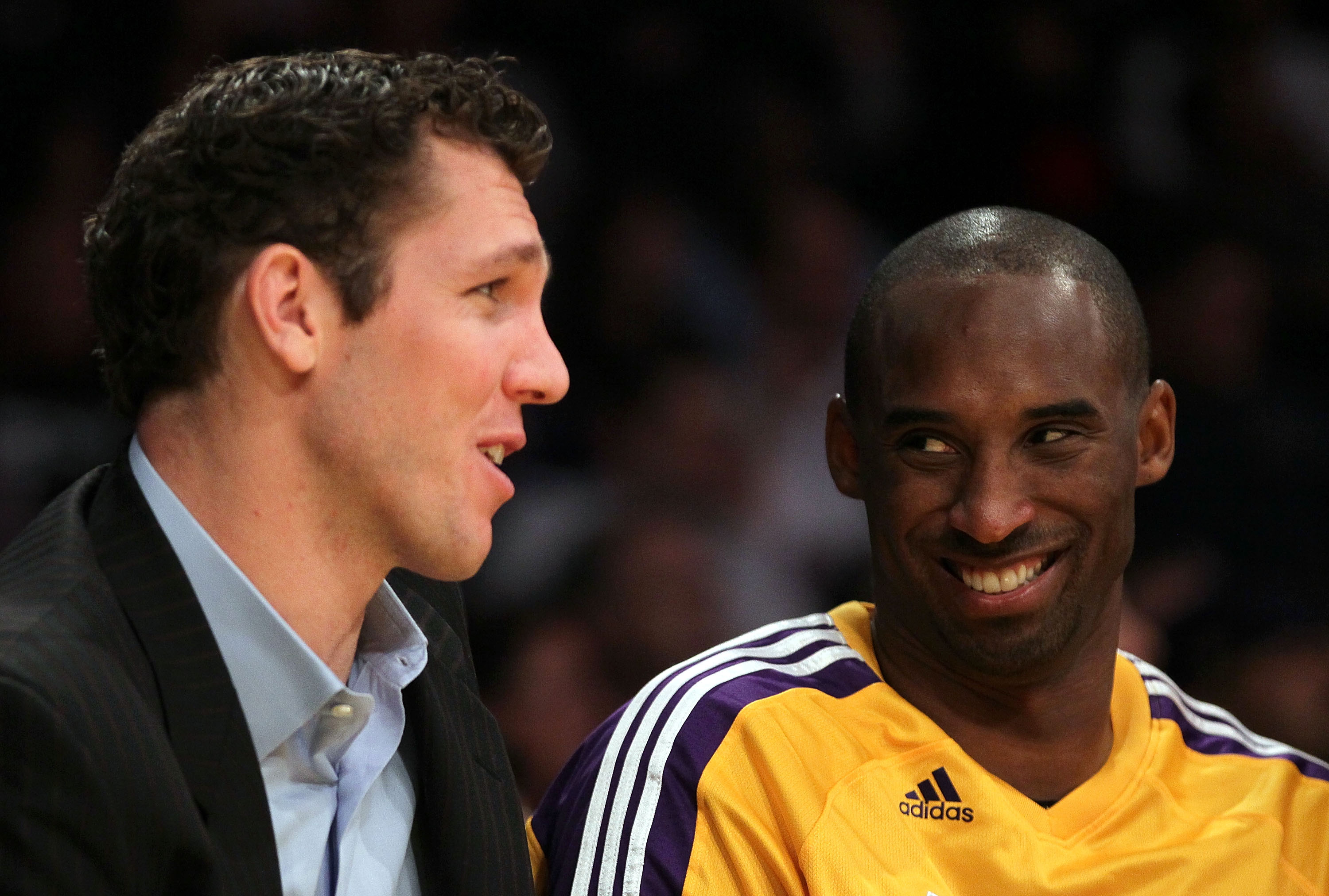 LOS ANGELES, CA - NOVEMBER 02:  Luke Walton #4 of the Los Angeles Lakers talks to teammate Kobe Bryant #24 during the game against the Memphis Grizzlies at Staples Center on November 2, 2010 in Los Angeles, California. The Lakers defeated the Grizzlies 12