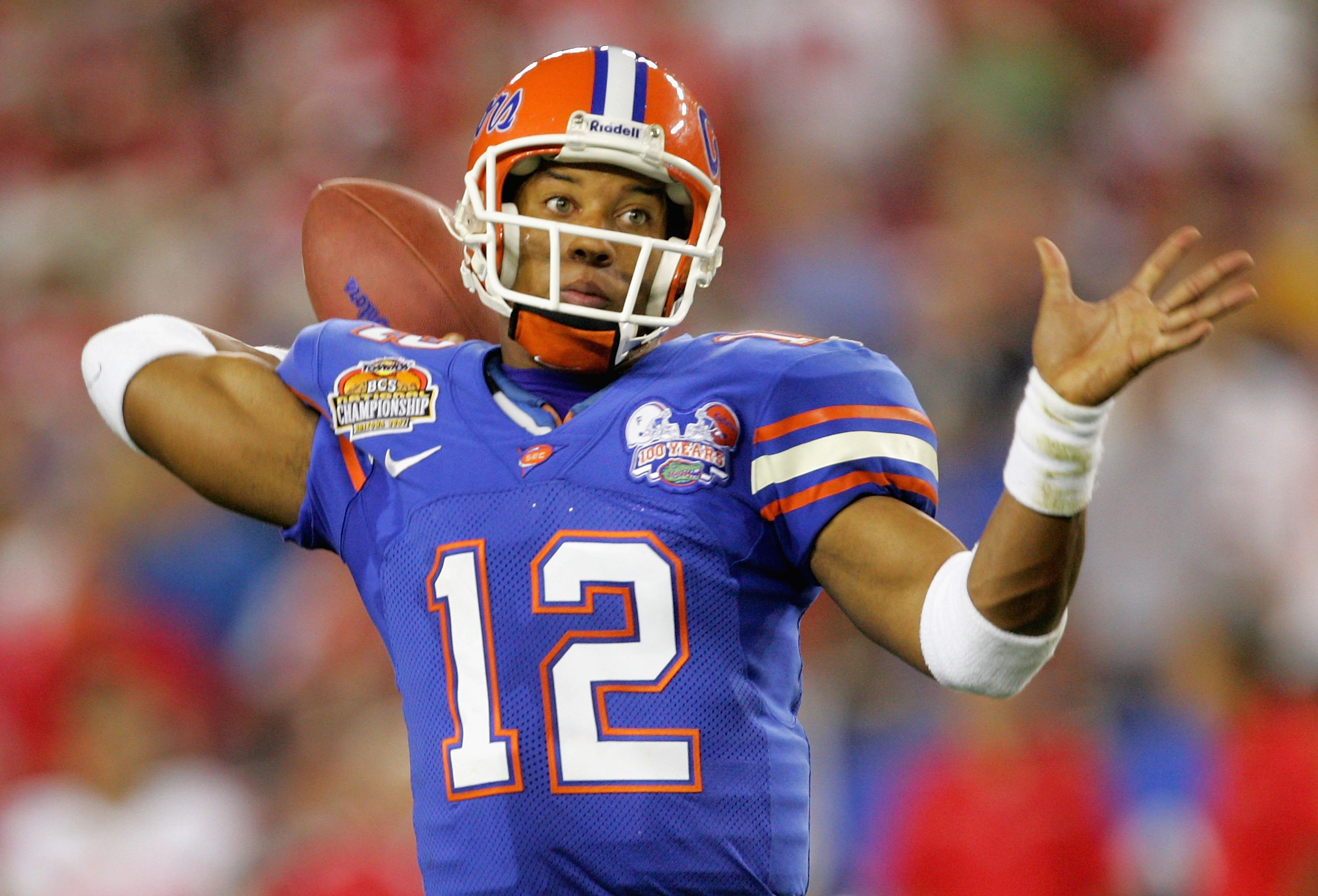 GLENDALE, AZ - JANUARY 08:  Quarterback Chris Leak #12 of the Florida Gators looks to pas the ball against the Ohio State Buckeyes during the second quarter of the 2007 Tostitos BCS National Championship Game at the University of Phoenix Stadium on Januar