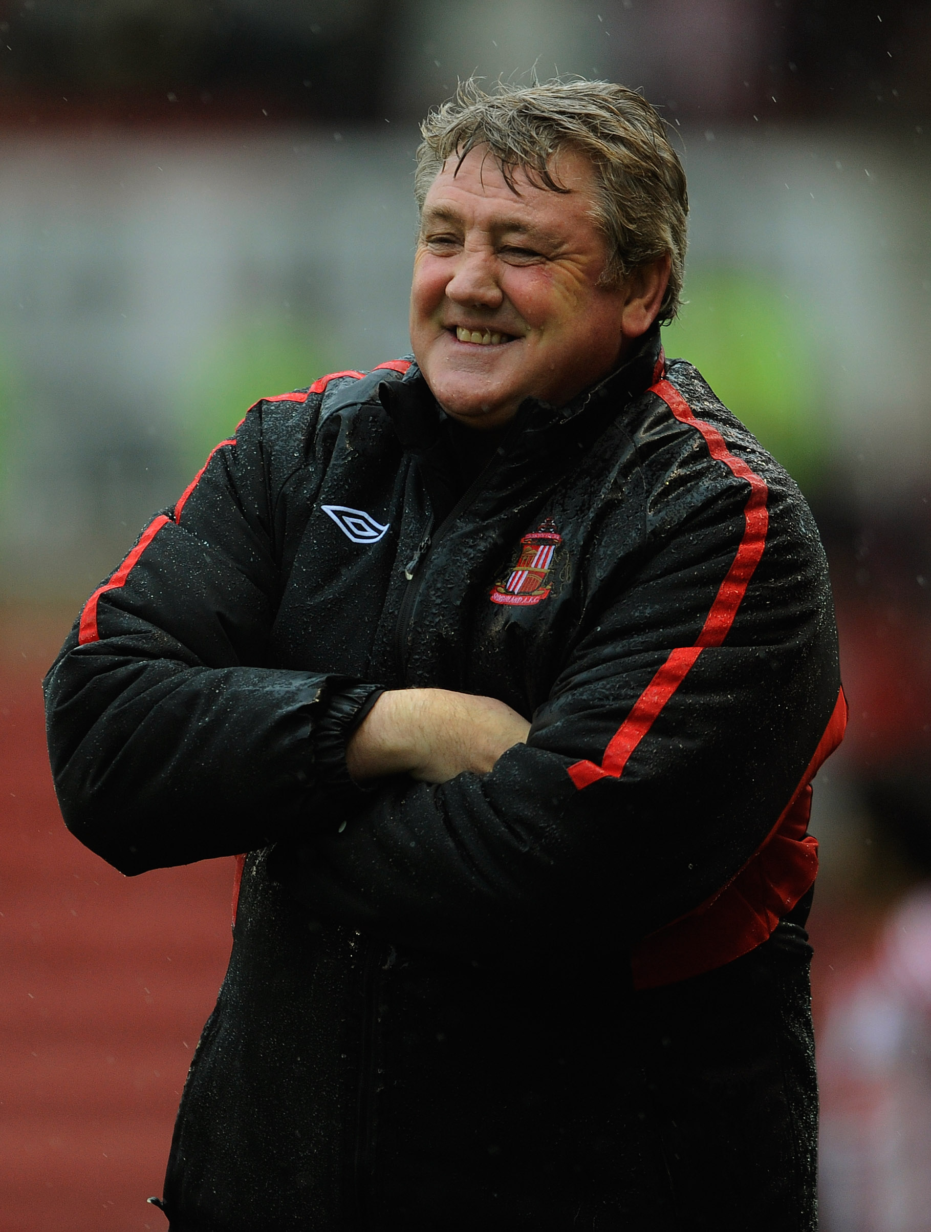 STOKE ON TRENT, ENGLAND - FEBRUARY 05: Sunderland manager Steve Bruce smiles during the Barclays Premier League match between Stoke City and Sunderland at the Britannia Stadium on February 5, 2011 in Stoke on Trent, England.  (Photo by Michael Regan/Getty