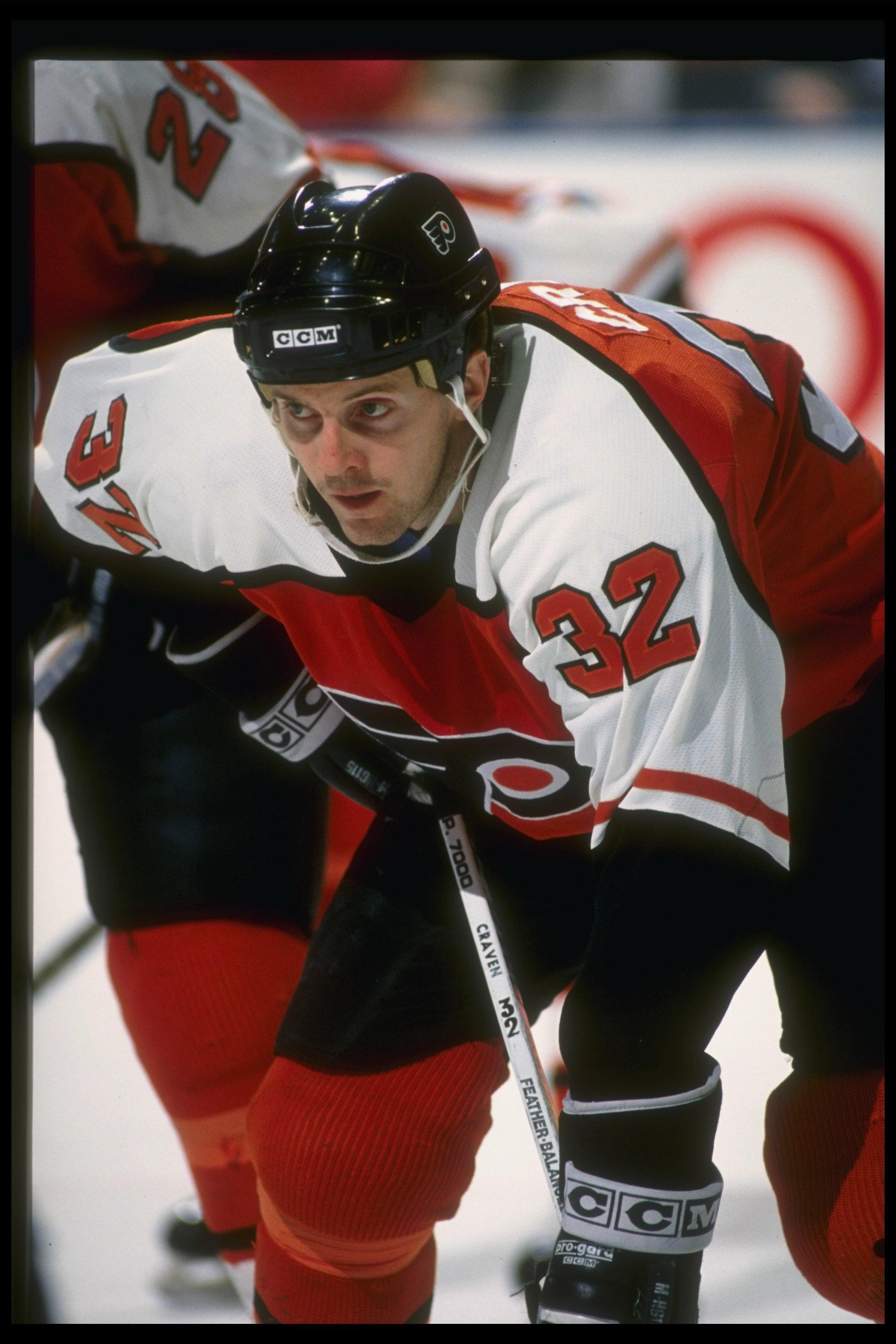 Leftwinger Murray Craven of the Philadelphia Flyers.