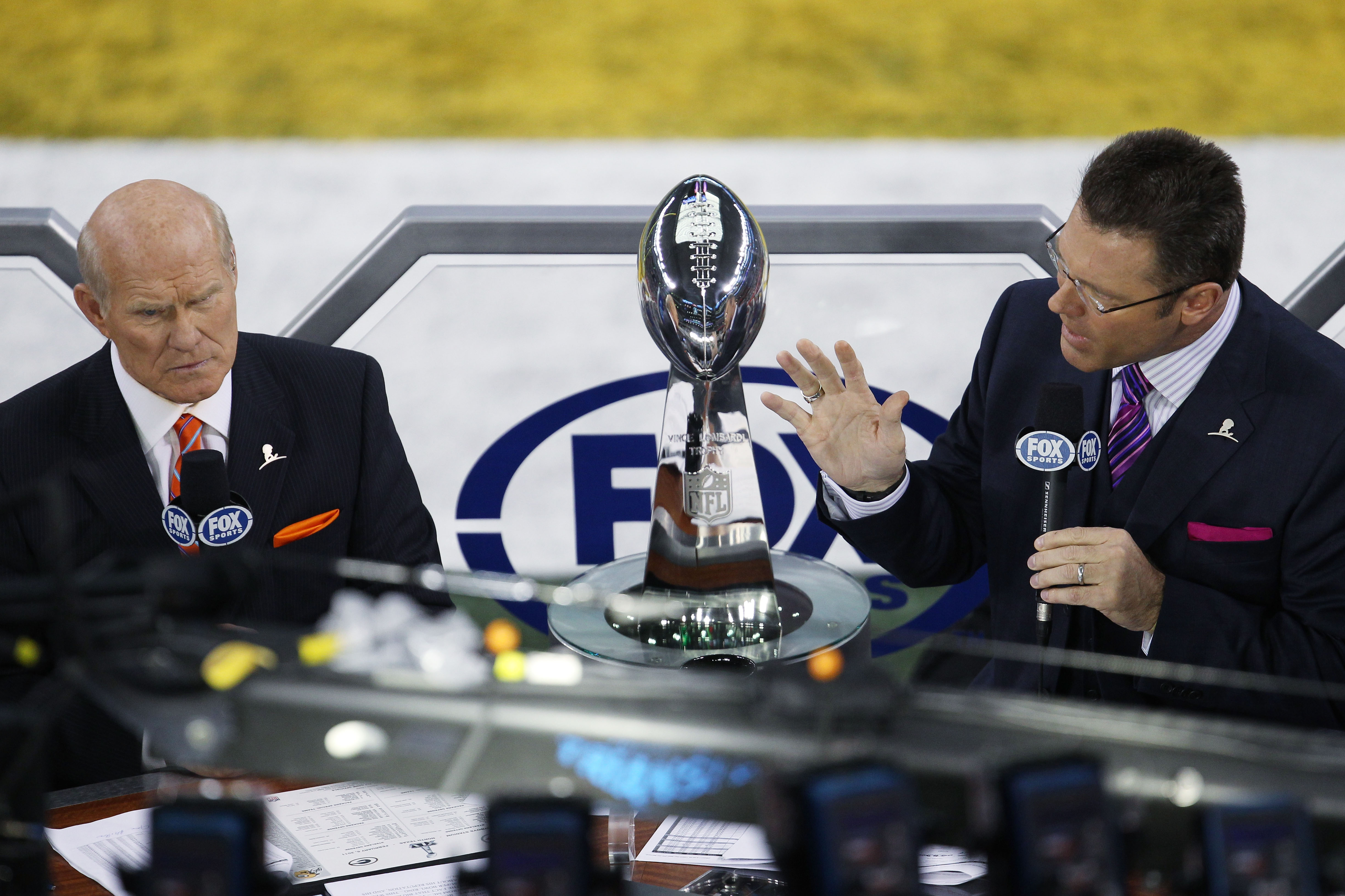 ARLINGTON, TX - FEBRUARY 06: Fox broadcasters, Terry Bradshaw (L) and Howie Long commentate prior to Super Bowl XLV between the Green Bay Packers and the Pittsburgh Steelers at Cowboys Stadium on February 6, 2011 in Arlington, Texas.  (Photo by Jonathan D