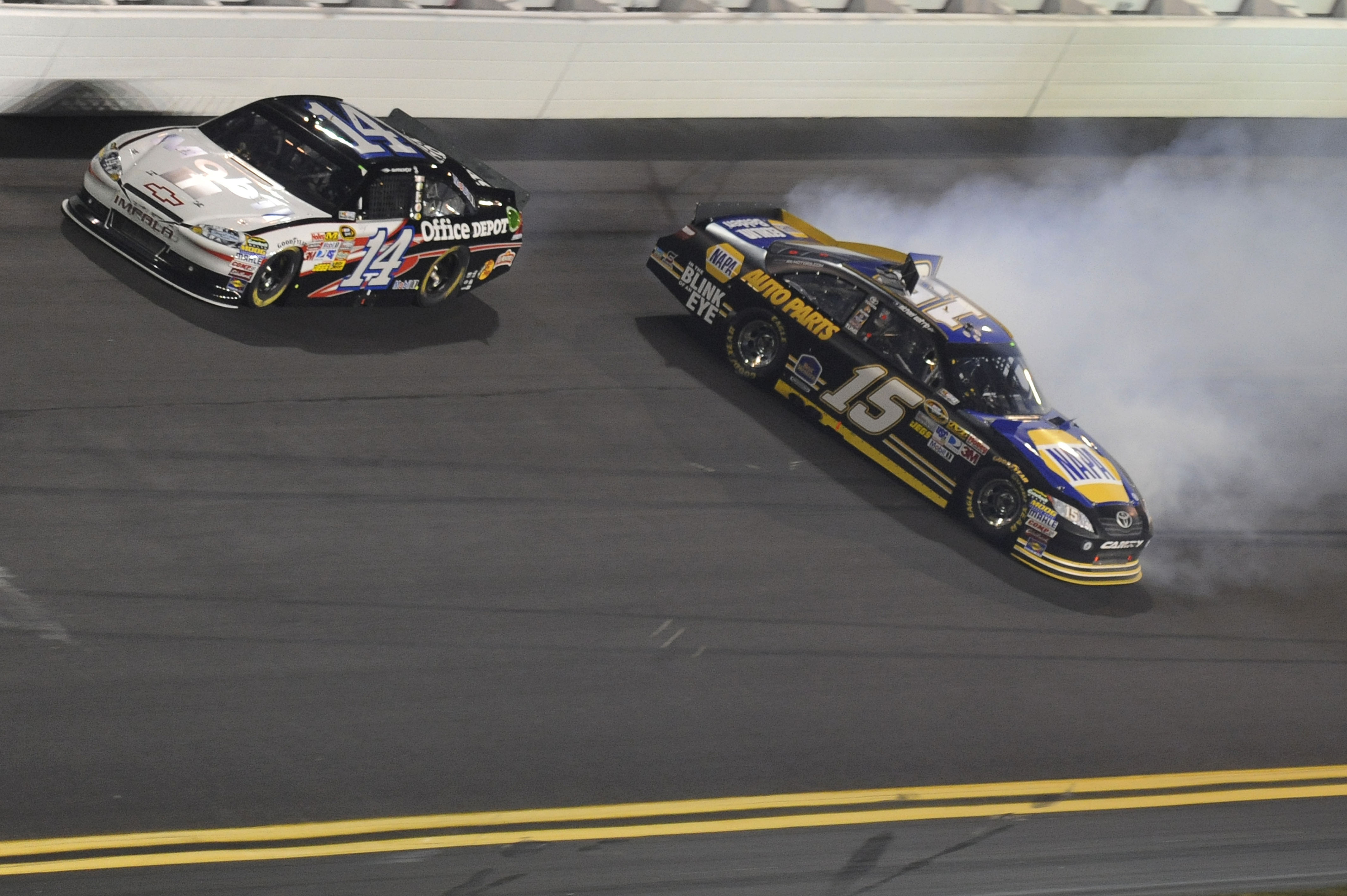 Tony Stewart had some difficulty drafting with Michael Waltrip.