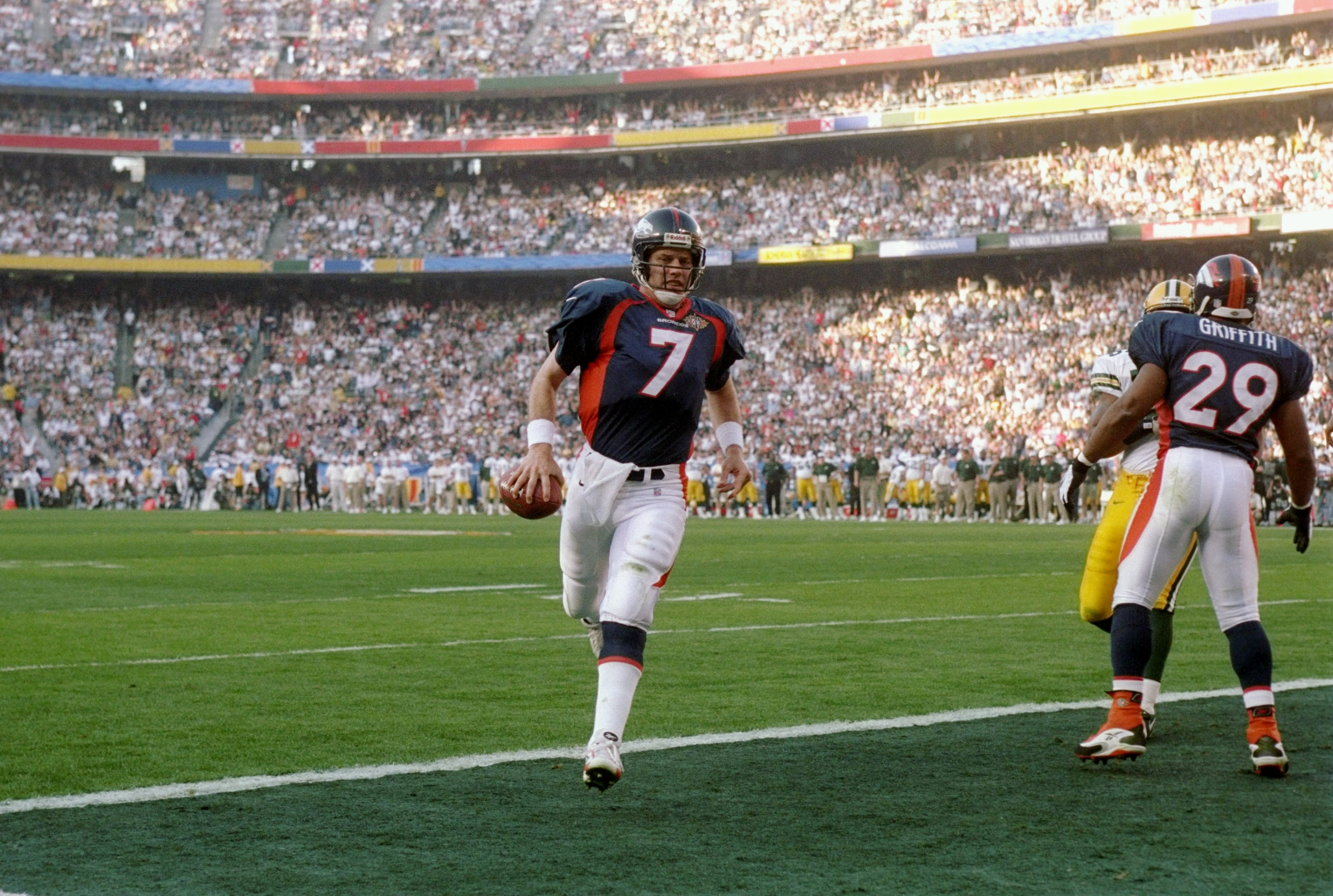 25 Jan 1998:  John Elway #7 of the Denver Broncos runs into the end zone for the touchdown against the Green Bay Packers during Super Bowl  XXXII at Qualcomm Stadium in San Diego, California.  The Denver Broncos defeated the Green Bay Packers 31-24. Manda