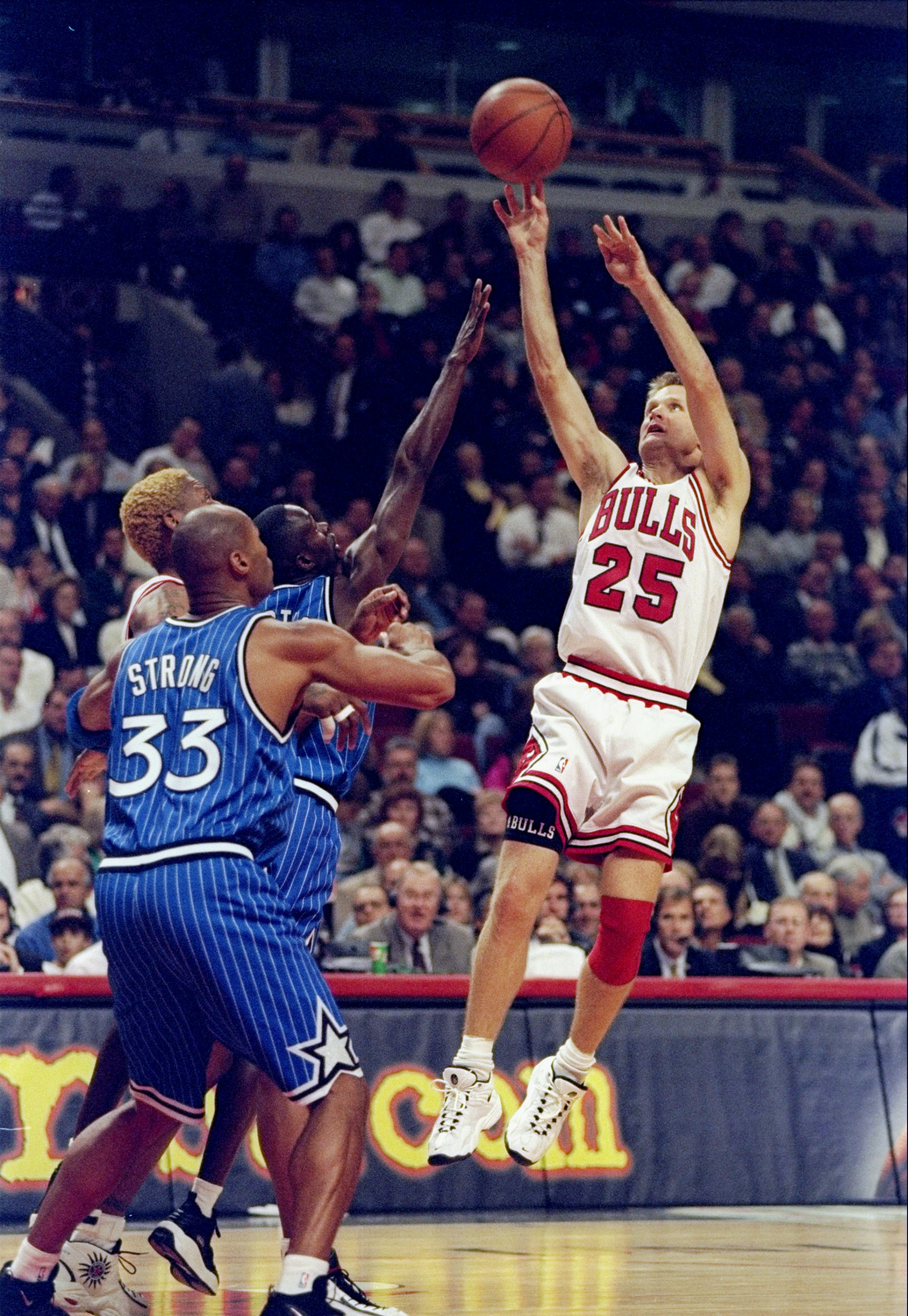 5 Nov 1997:  Guard Steve Kerr of the Chicago Bulls shoots the ball over forward Derek Strong of the Orlando Magic during a game at the United Center in Chicago, Illinois.  The Bulls won the game 94-81. Mandatory Credit: Jonathan Daniel  /Allsport