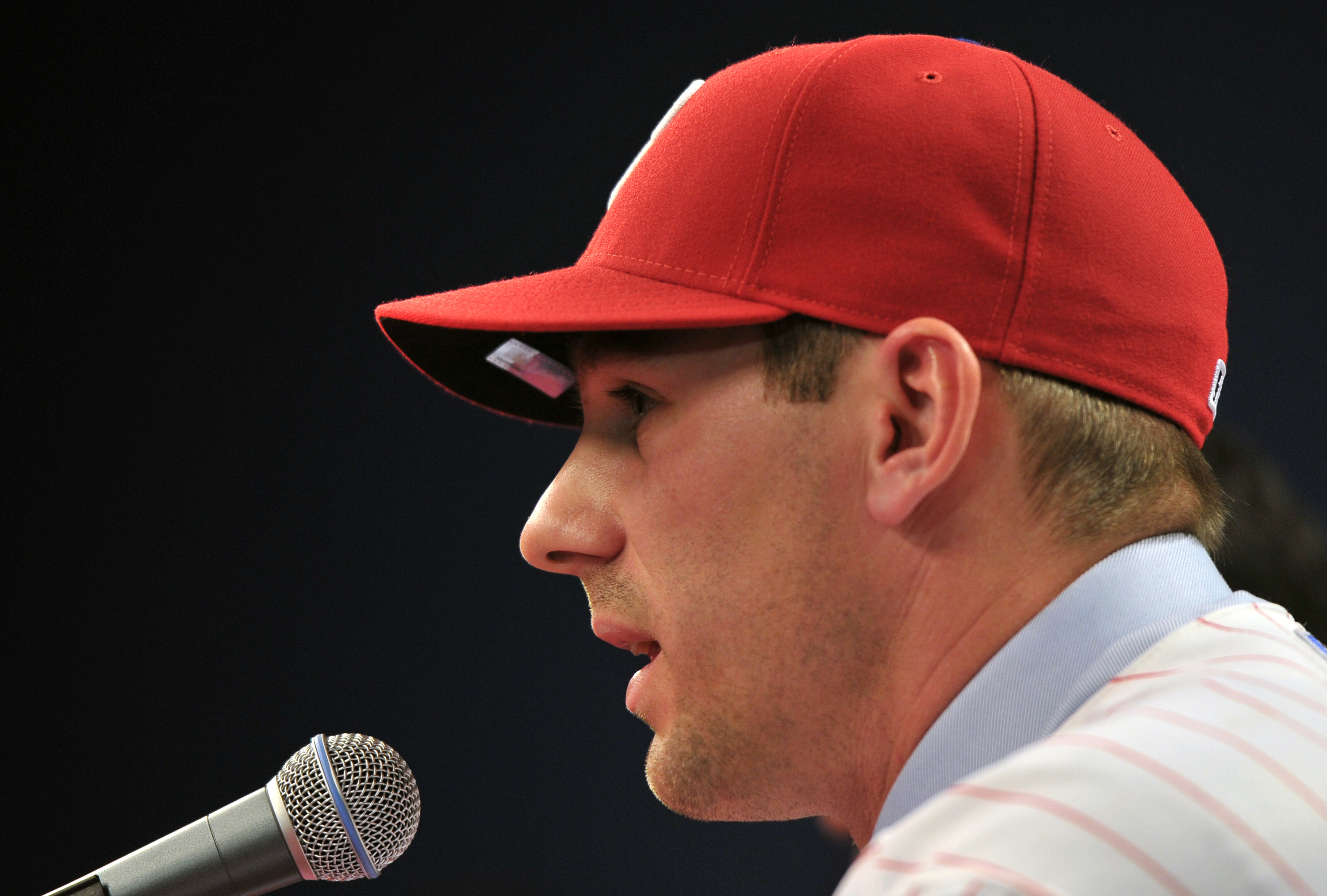 PHILADELPHIA - DECEMBER 15:  Pitcher Cliff Lee #33 of the Philadelphia Phillies is introduced to the media during a press conference at Citizens Bank Park on December 15, 2010 in Philadelphia, Pennsylvania. (Photo by Drew Hallowell/Getty Images)