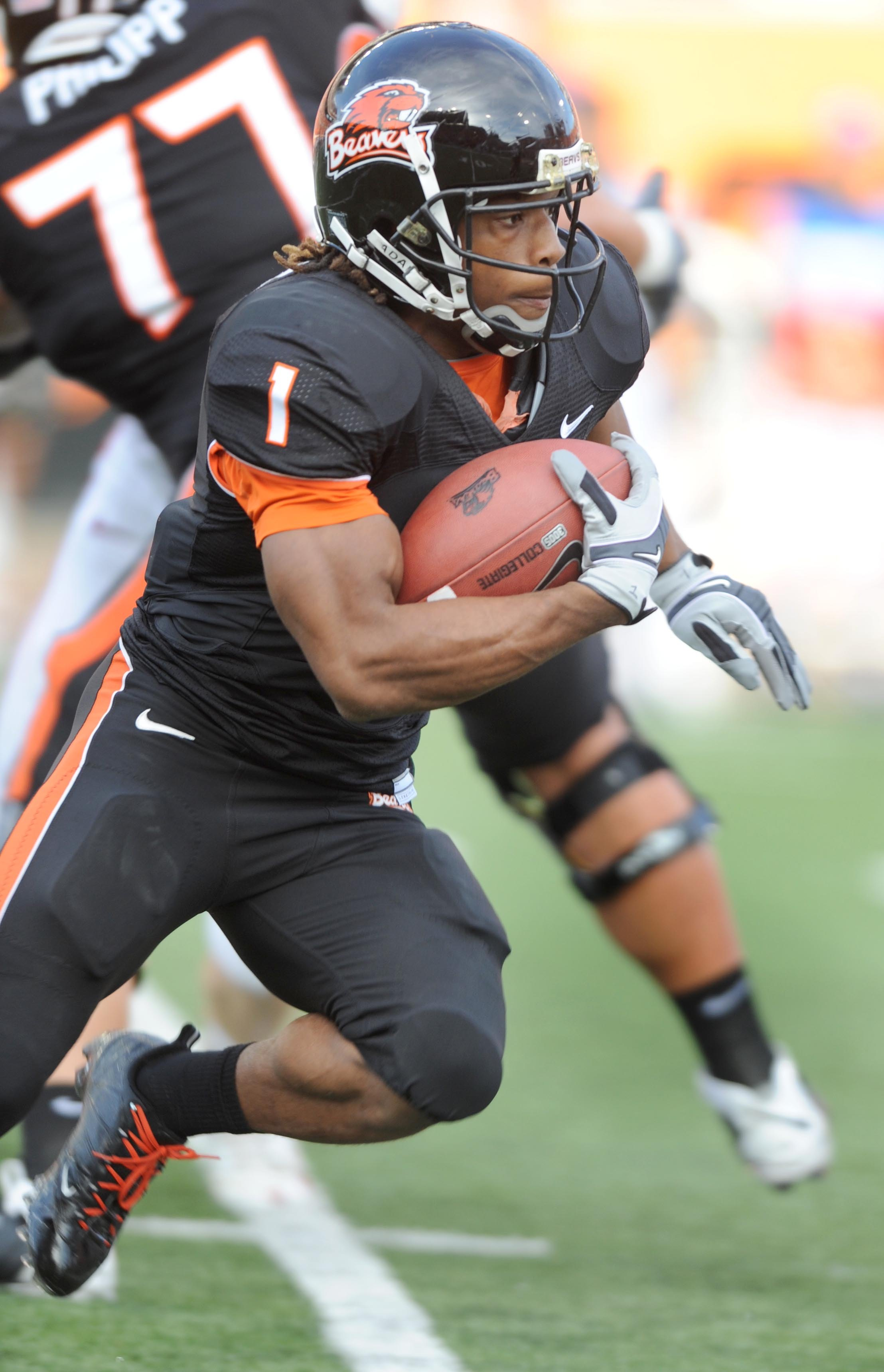 CORVALLIS, OR - OCTOBER 10: Running back Jacquizz Rodgers #1 of the Oregon State Beavers looks for some running room in the first quarter of the game against the Stanford Cardinals at Reser Stadium on October 10, 2009 in Corvallis, Oregon. Oregon State wo