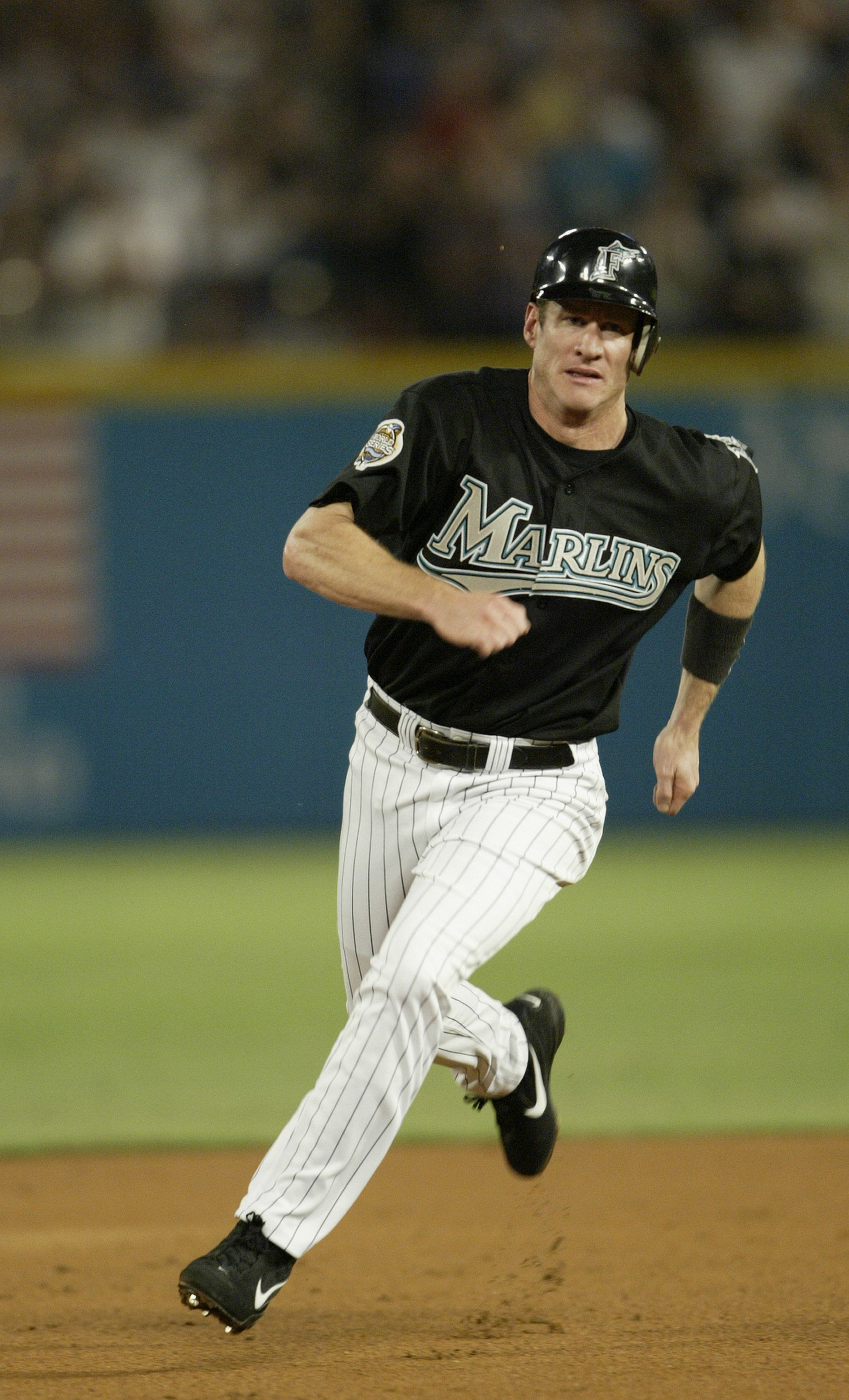 263ebbd6b MIAMI - OCTOBER 22  Left fielder Jeff Conine  18 of the Florida Marlins  rounds