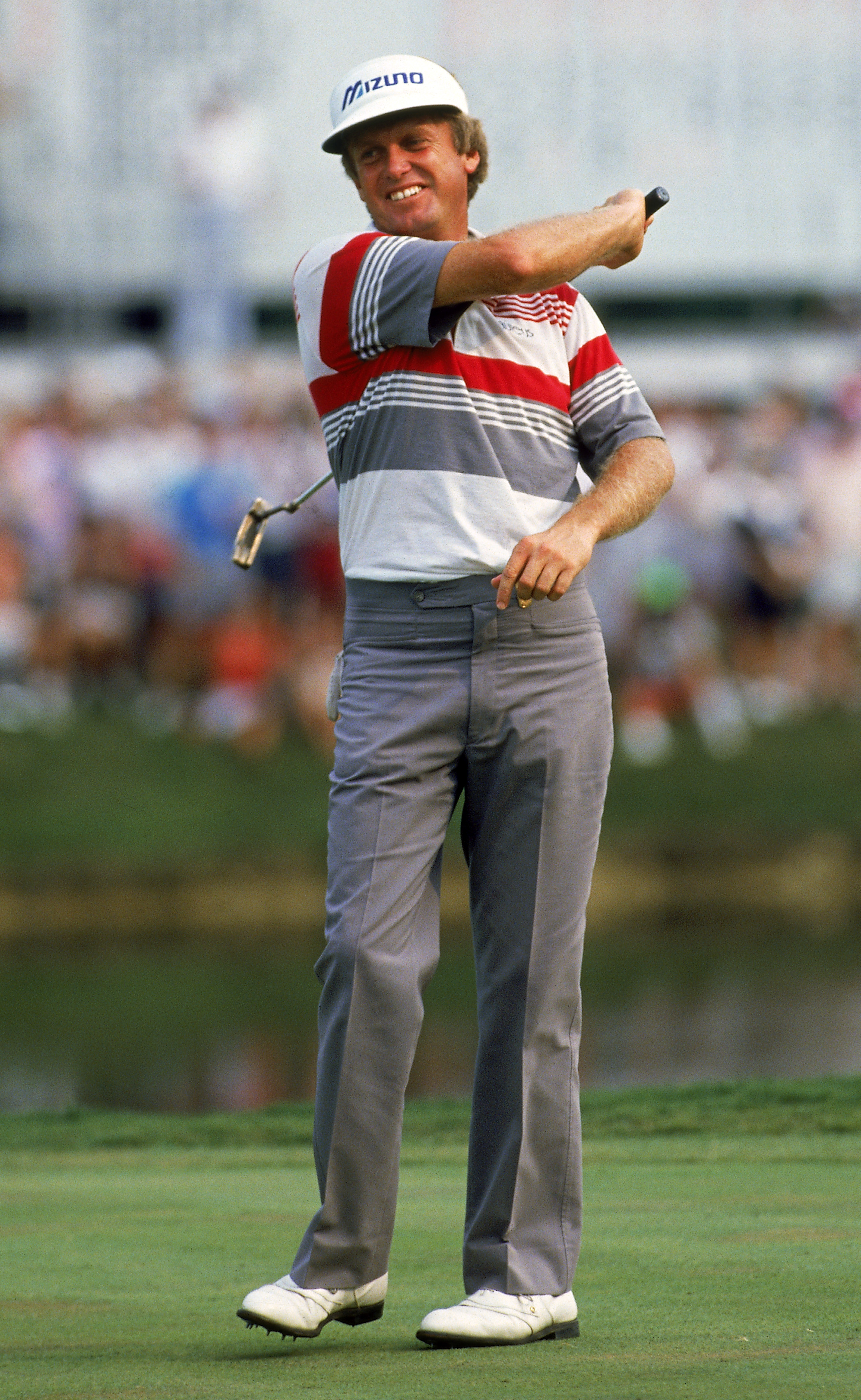 SHOAL CREEK - AUGUST:  Wayne Grady of Australia wins the USPGA Championship at Shoal Creek in Birmingham, Alabama, USA in August 1990. (photo by David Cannon/Getty Images)