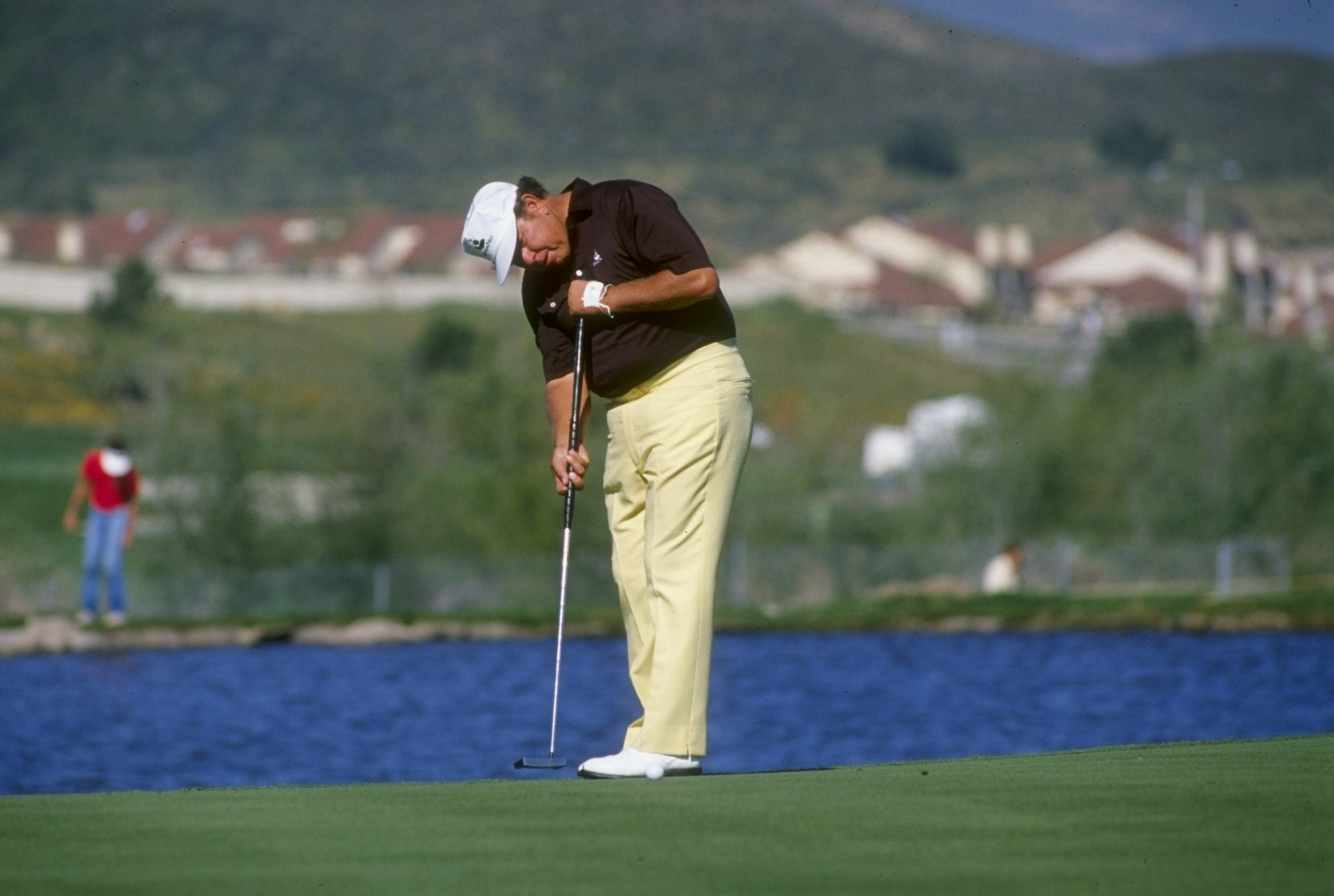 1988:  Orville Moody  putts during Seniors Golf Tournament . Mandatory Credit: Budd Symes  /Allsport