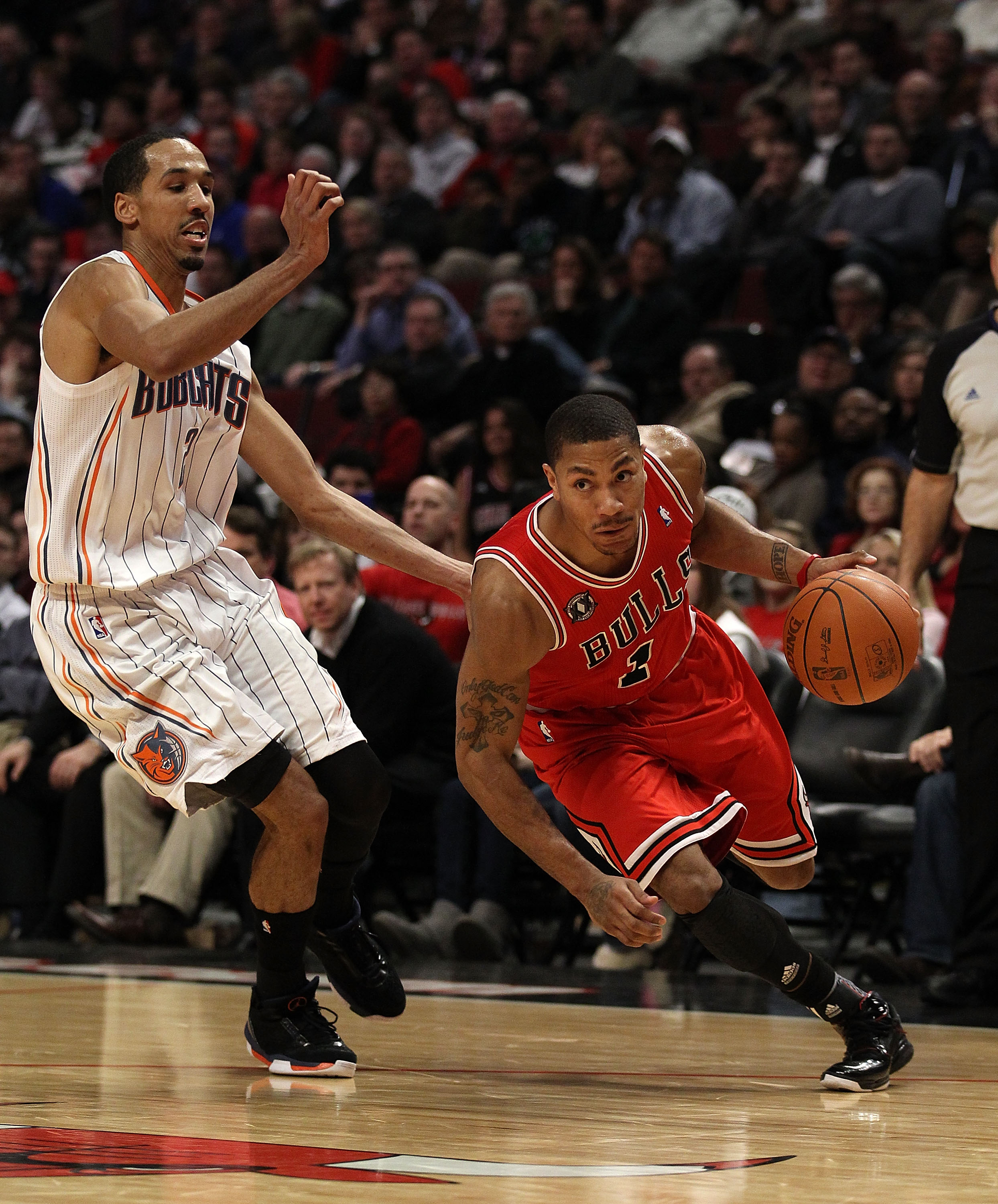 CHICAGO, IL - FEBRUARY 15: Derrick Rose #1 of the Chicago Bulls drives past Shaun Livingston #2 of the Charlotte Bobcats at the United Center on February 15, 2011 in Chicago, Illinois. The Bulls defeated the Bobcats 106-94. NOTE TO USER: User expressly ac