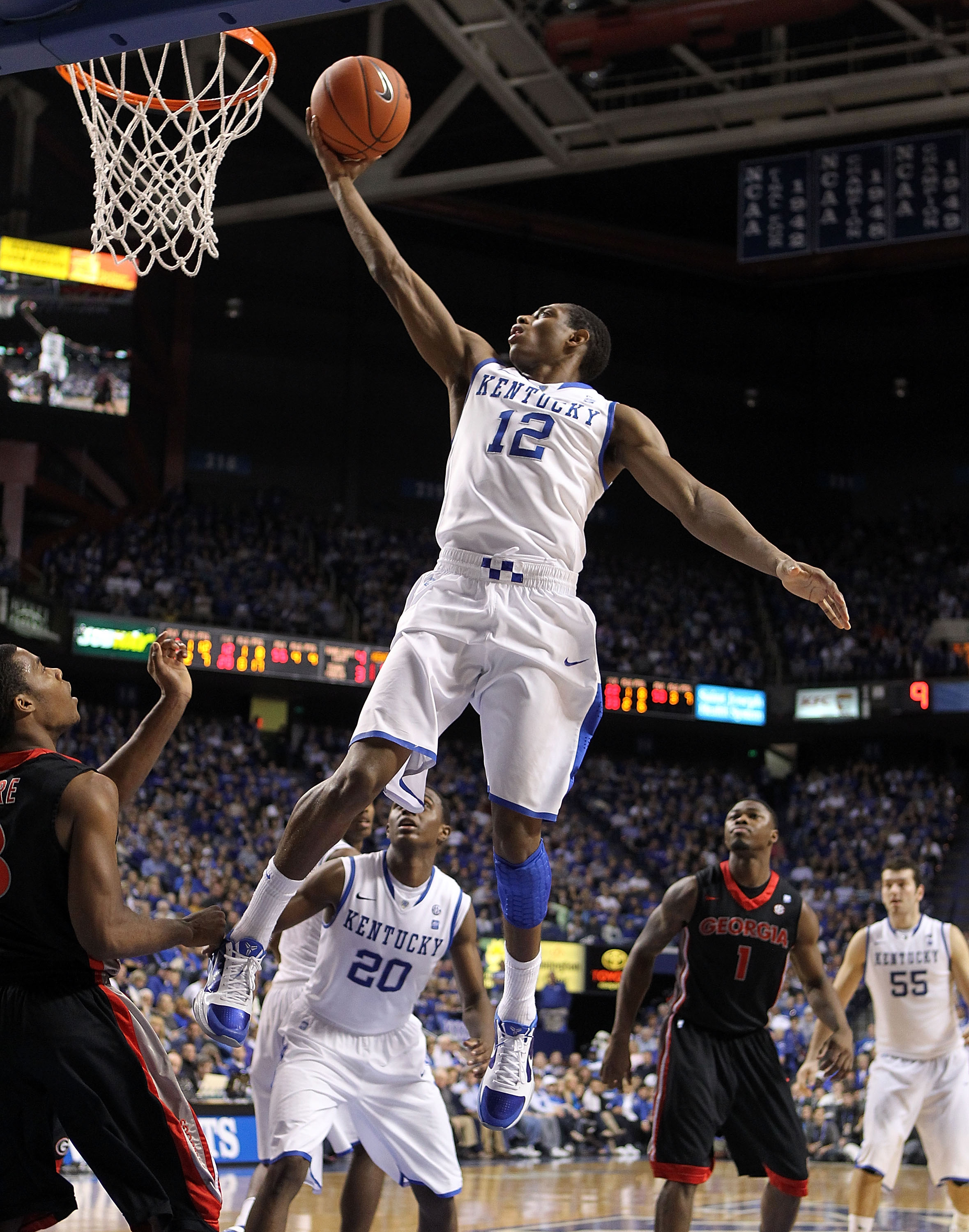 LEXINGTON, KY - JANUARY 29:  Brandon Knight #12 of the Kentucky Wildcats shoots the ball during the SEC game against the Georgia Bulldogs at Rupp Arena on January 29, 2011 in Lexington, Kentucky. Kentucky won 66-60.  (Photo by Andy Lyons/Getty Images)